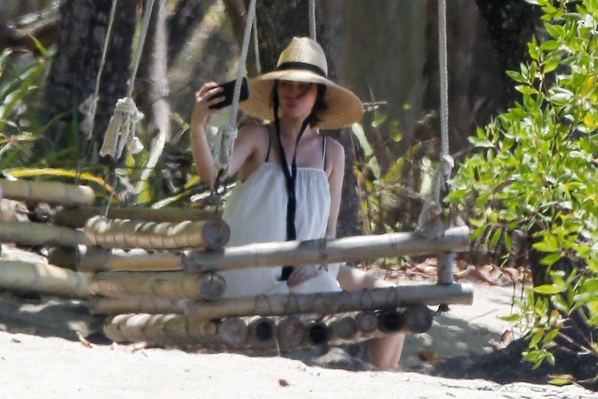 Ana De Armas Is Taking Selfies At The Beach 0018