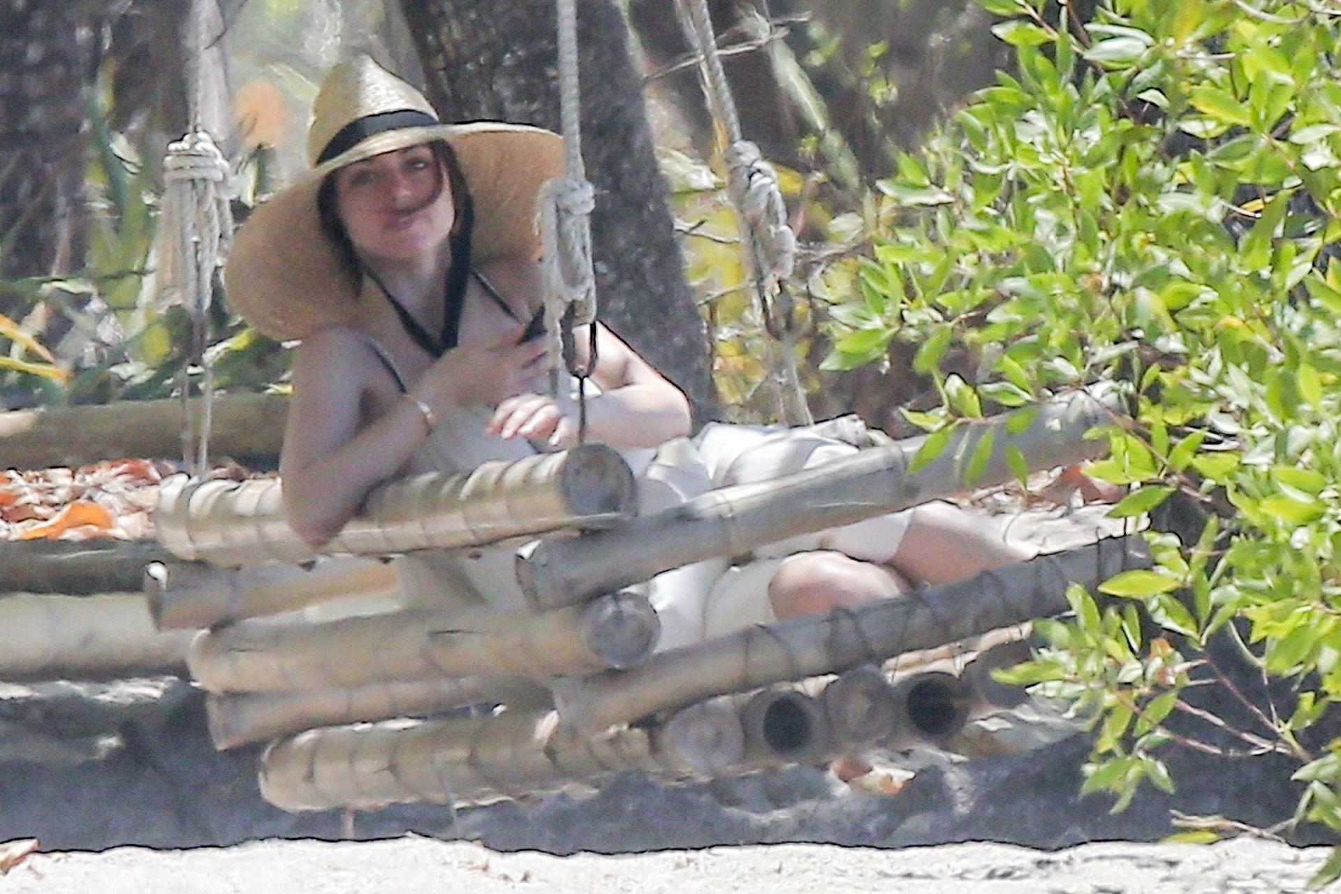Ana De Armas Is Taking Selfies At The Beach 0019