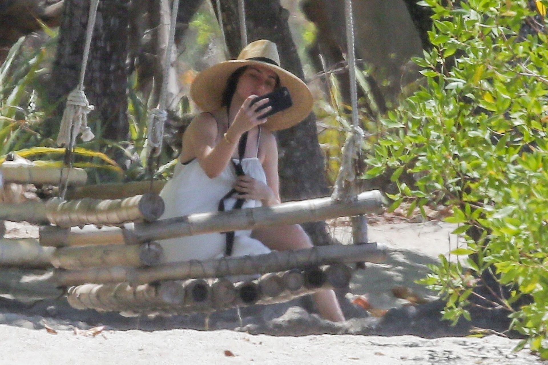 Ana De Armas Is Taking Selfies At The Beach 0021