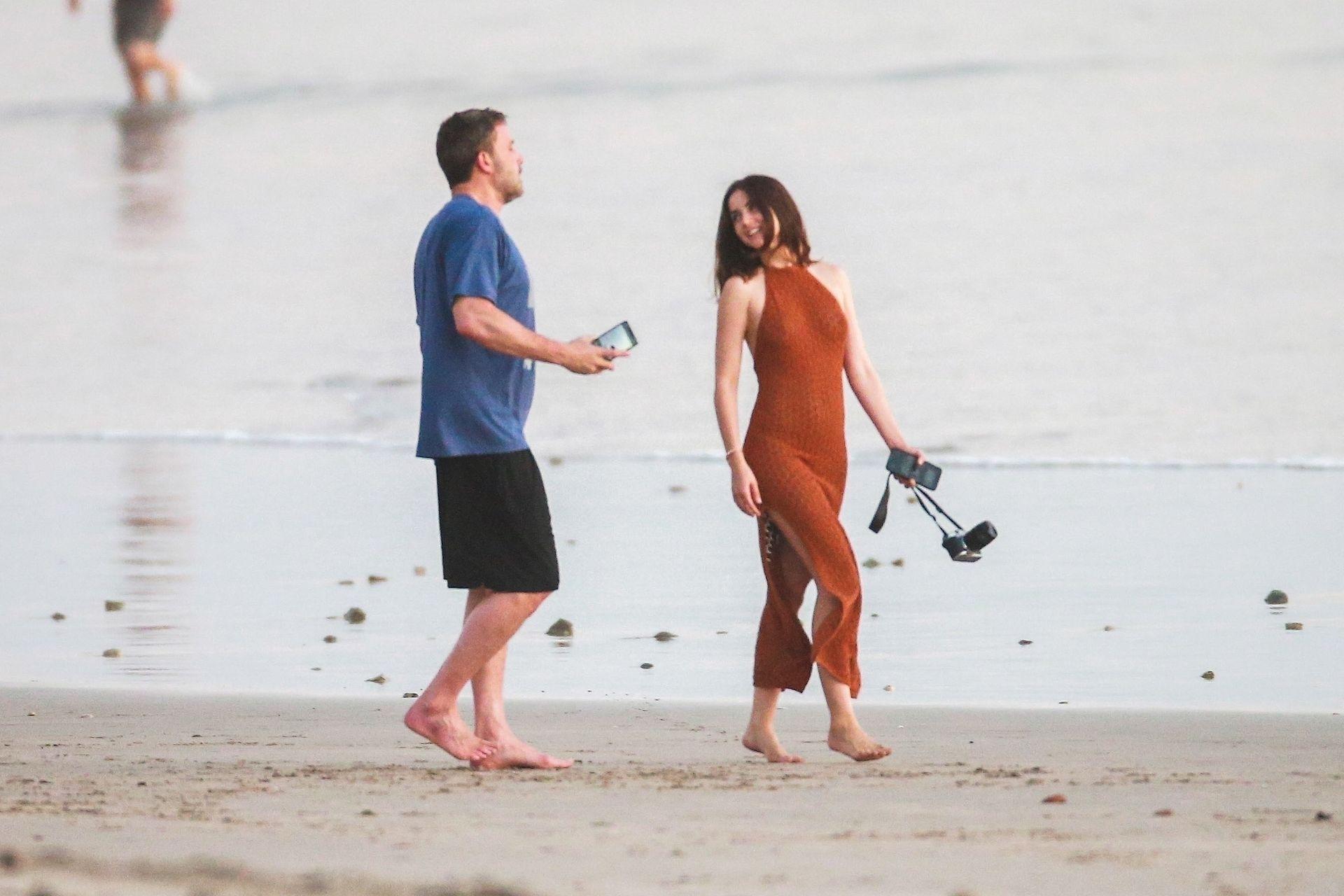 Ben Affleck & Ana De Armas Enjoy A Pda Moment During Romantic Beach Stroll In Costa Rica 0016