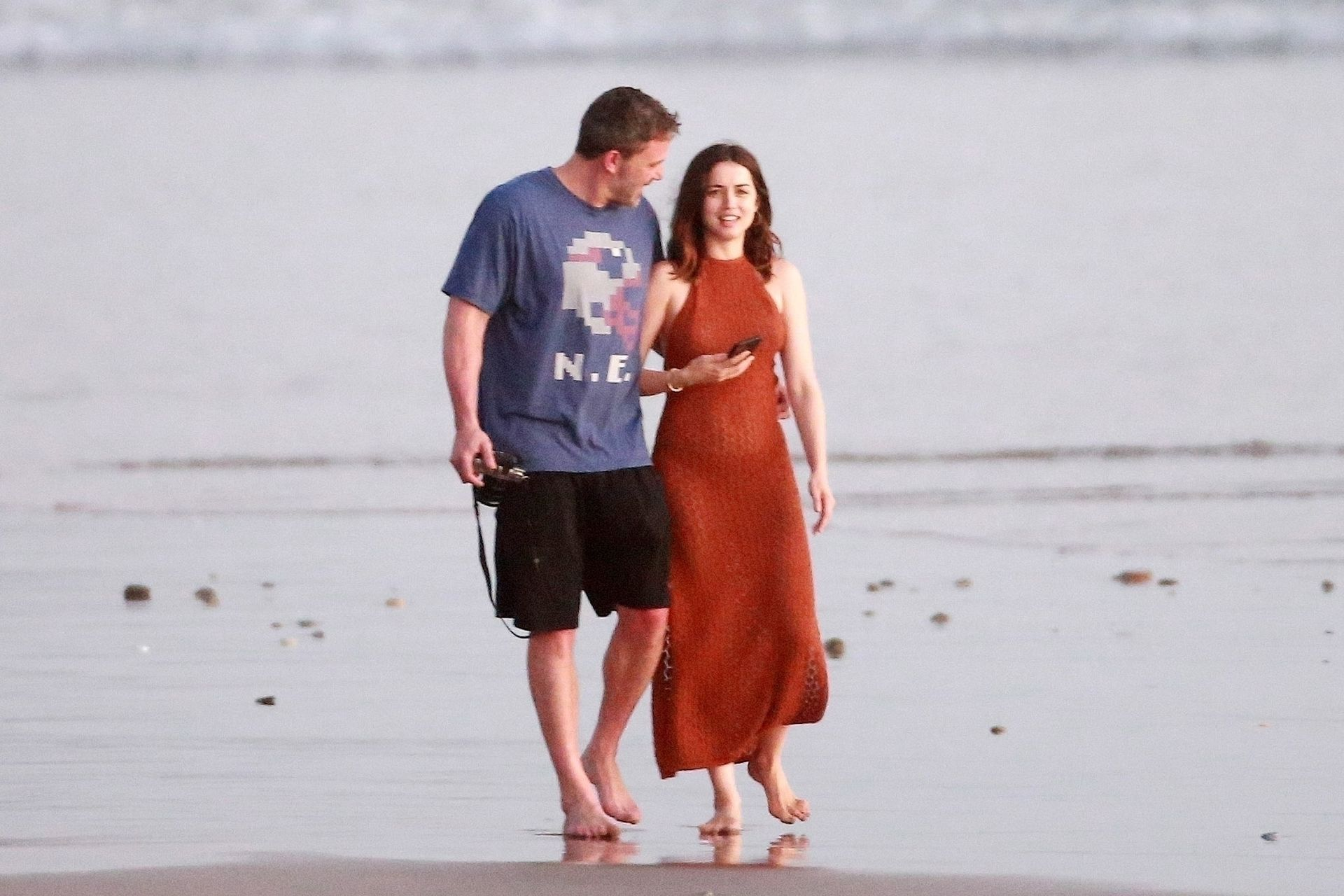 Ben Affleck & Ana De Armas Enjoy A Pda Moment During Romantic Beach Stroll In Costa Rica 0024