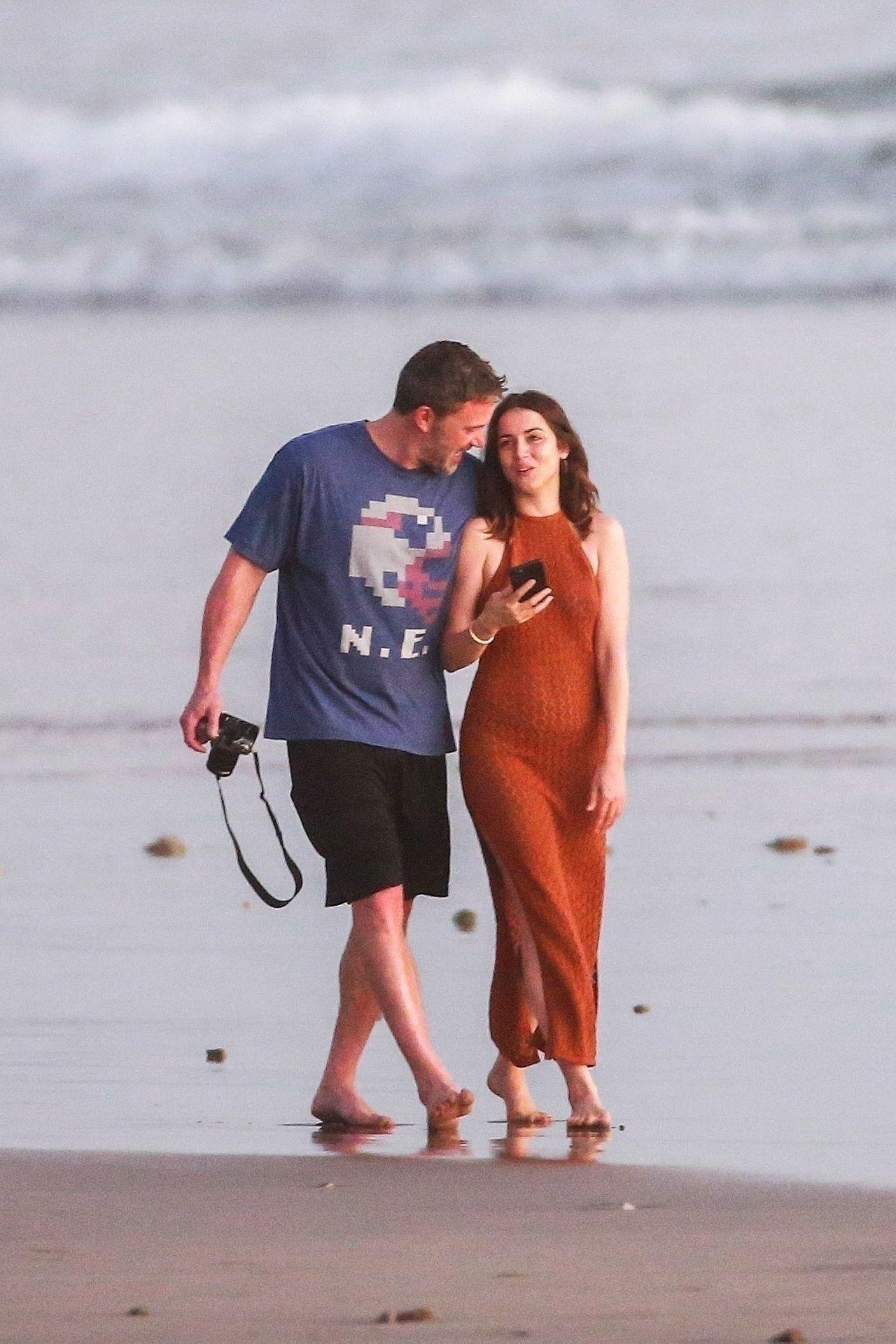 Ben Affleck & Ana De Armas Enjoy A Pda Moment During Romantic Beach Stroll In Costa Rica 0027
