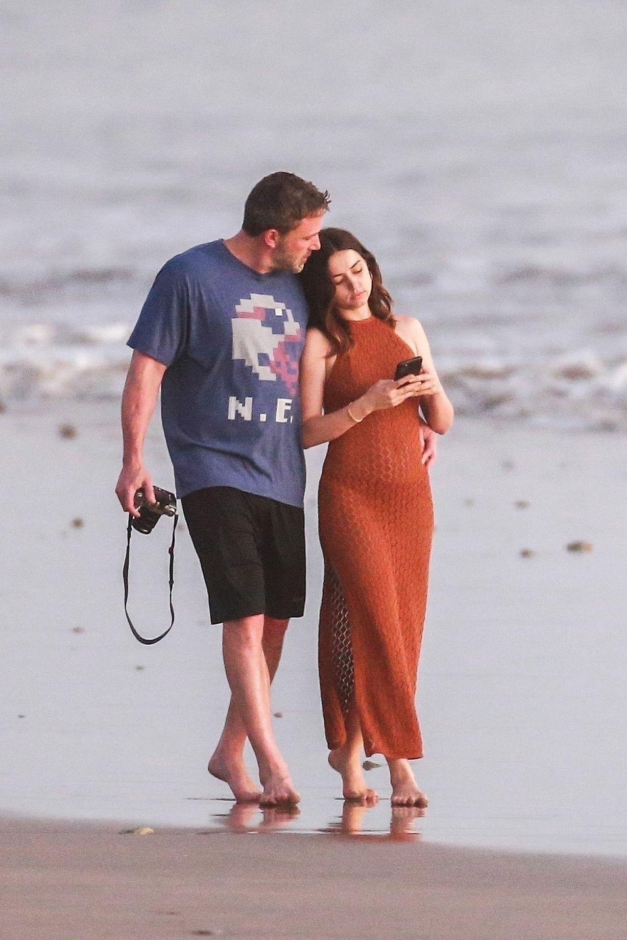 Ben Affleck & Ana De Armas Enjoy A Pda Moment During Romantic Beach Stroll In Costa Rica 0029