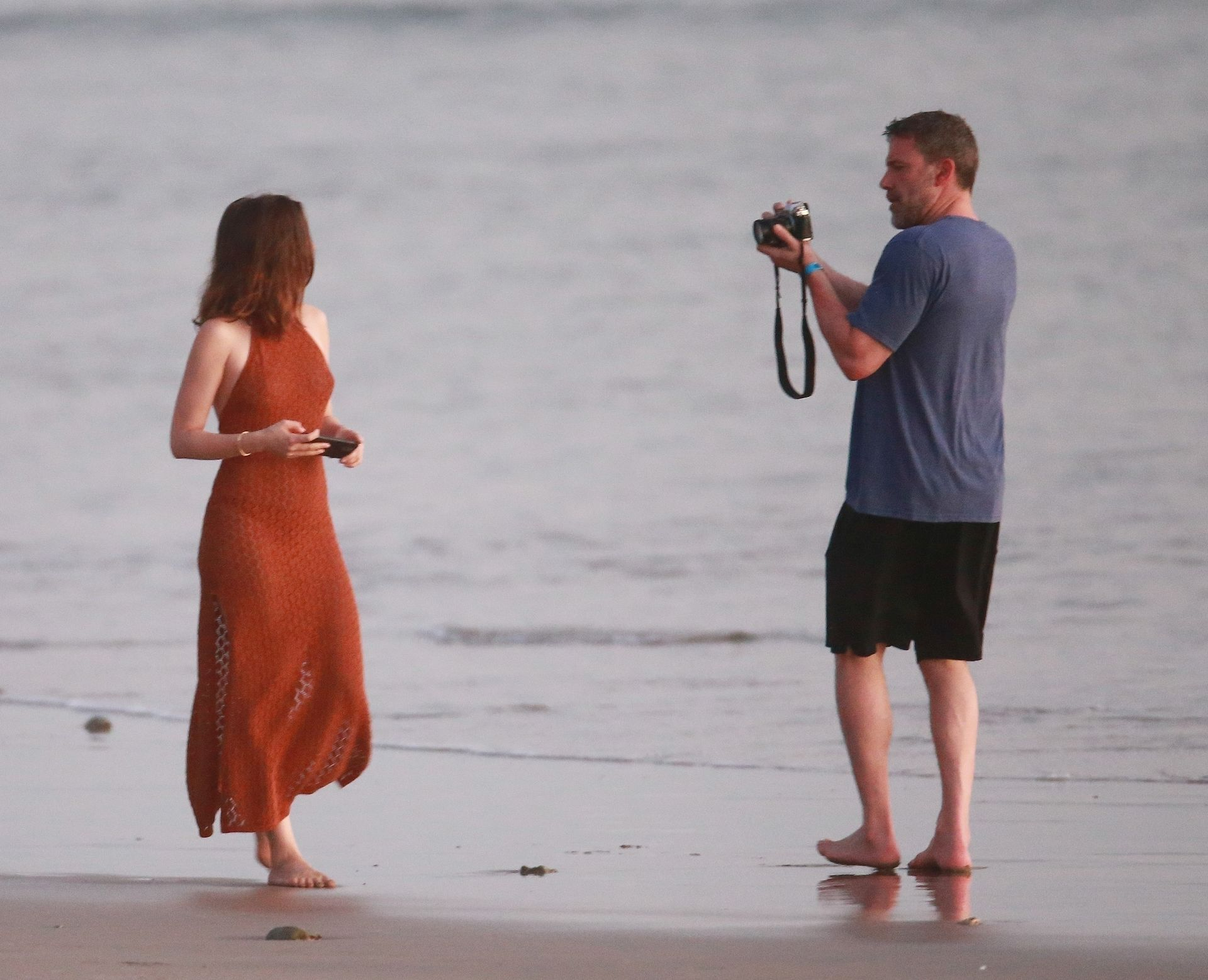 Ben Affleck & Ana De Armas Enjoy A Pda Moment During Romantic Beach Stroll In Costa Rica 0030