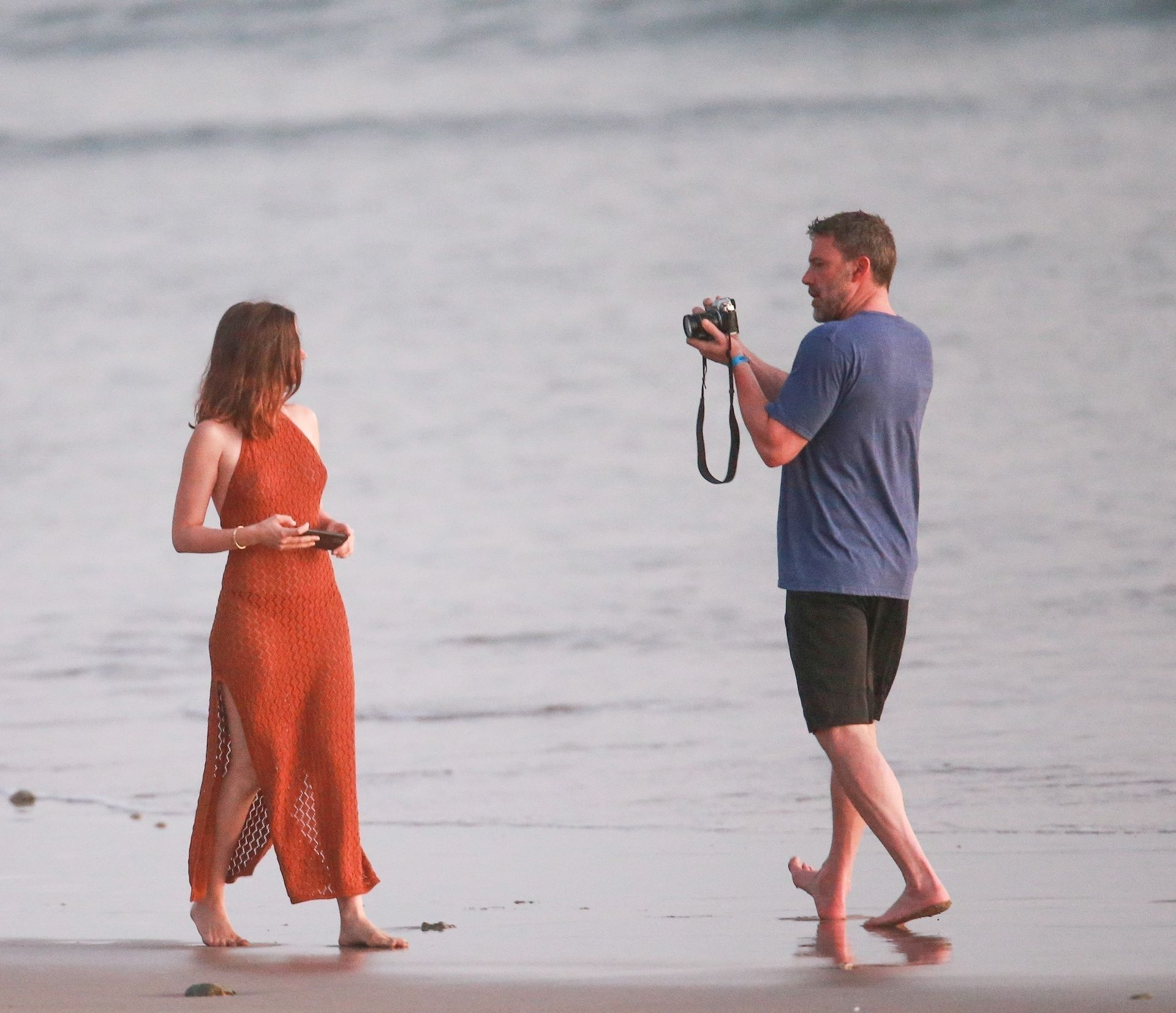 Ben Affleck & Ana De Armas Enjoy A Pda Moment During Romantic Beach Stroll In Costa Rica 0031