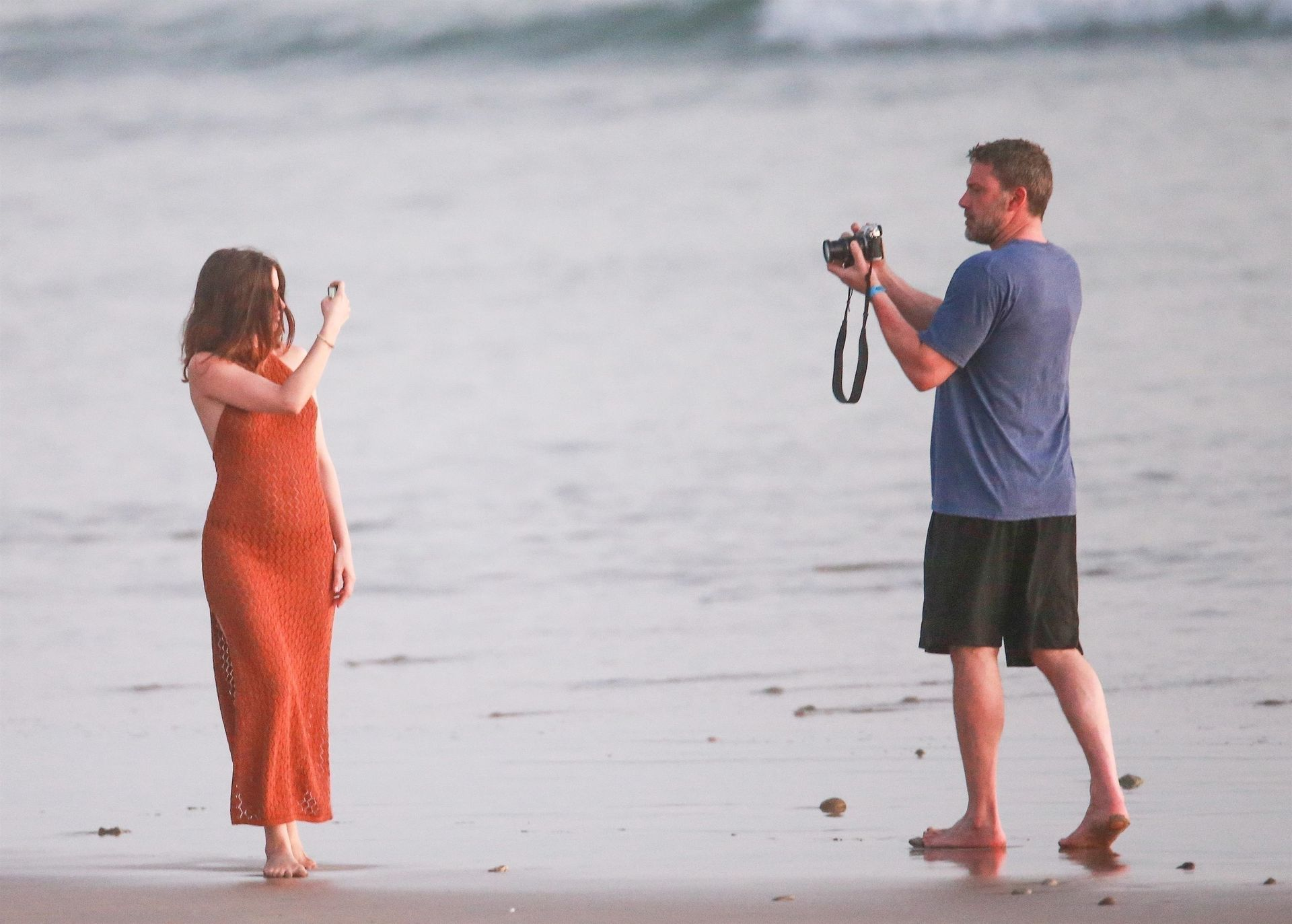 Ben Affleck & Ana De Armas Enjoy A Pda Moment During Romantic Beach Stroll In Costa Rica 0033