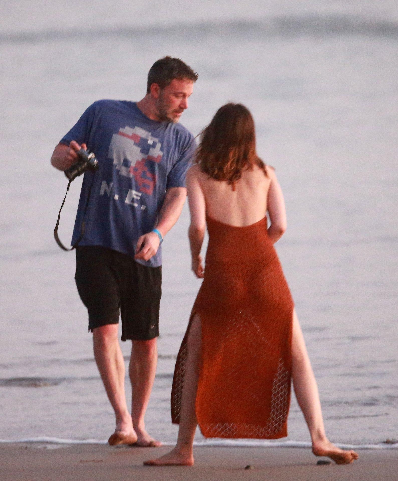 Ben Affleck & Ana De Armas Enjoy A Pda Moment During Romantic Beach Stroll In Costa Rica 0036