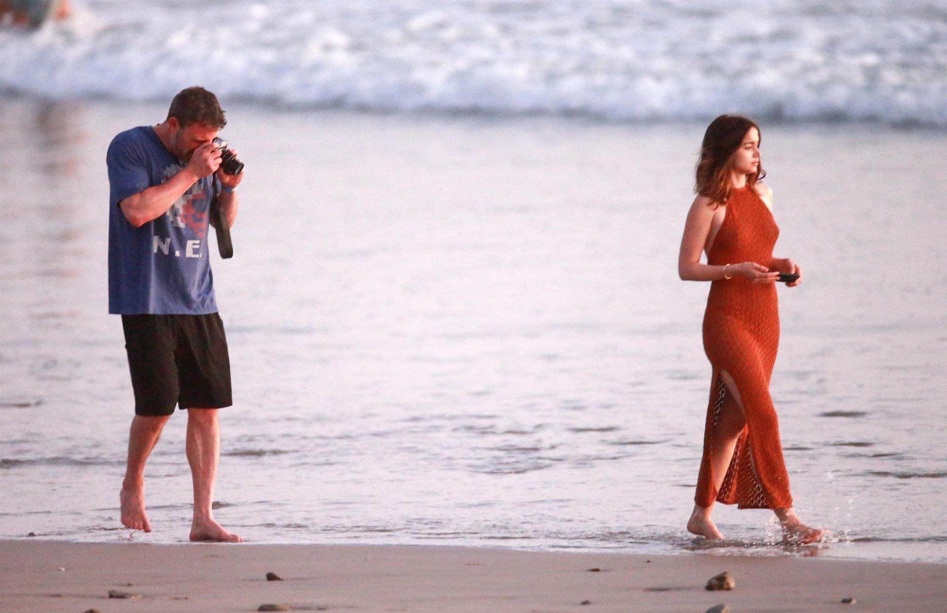 Ben Affleck & Ana De Armas Enjoy A Pda Moment During Romantic Beach Stroll In Costa Rica 0038