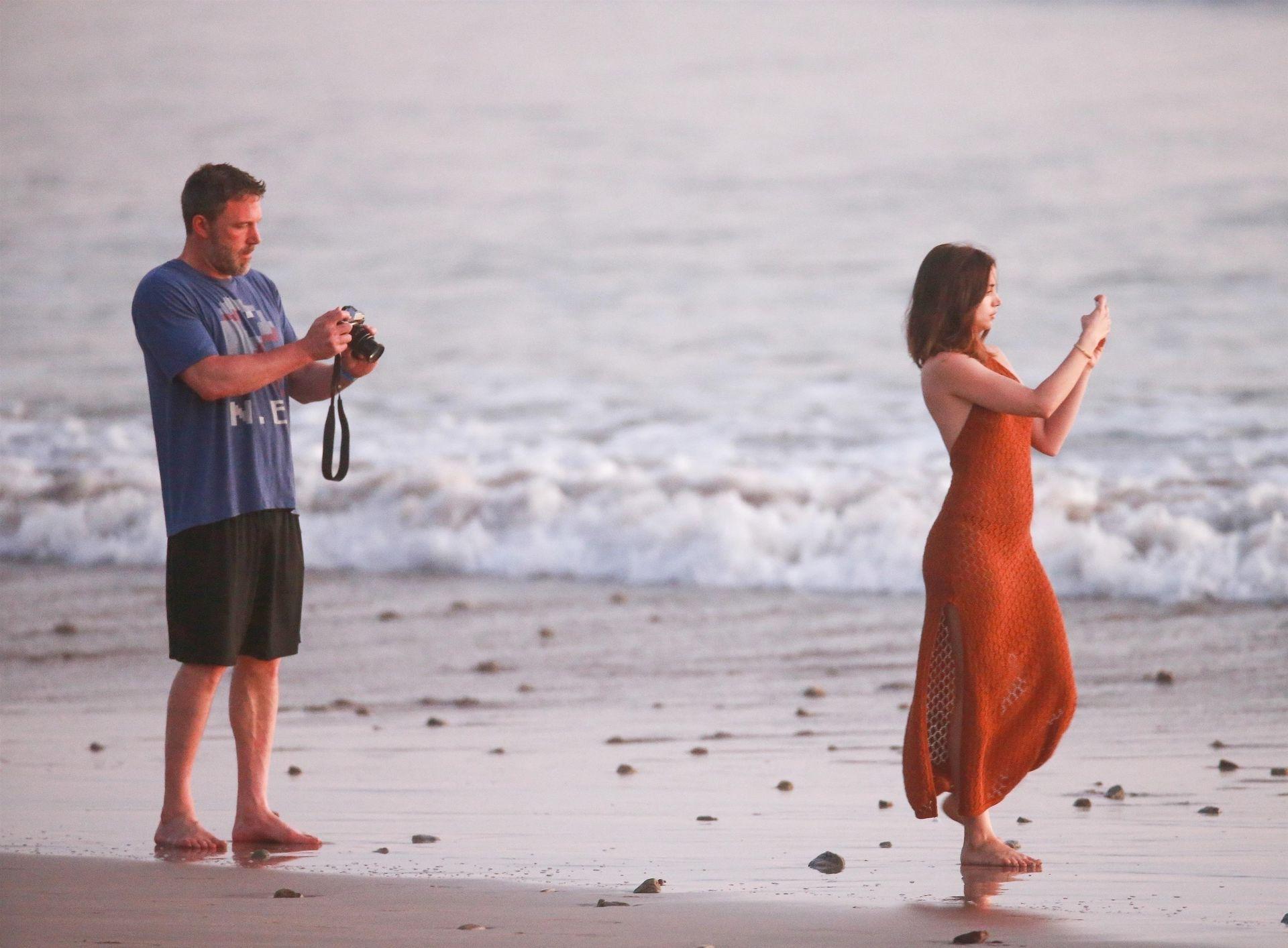 Ben Affleck & Ana De Armas Enjoy A Pda Moment During Romantic Beach Stroll In Costa Rica 0041