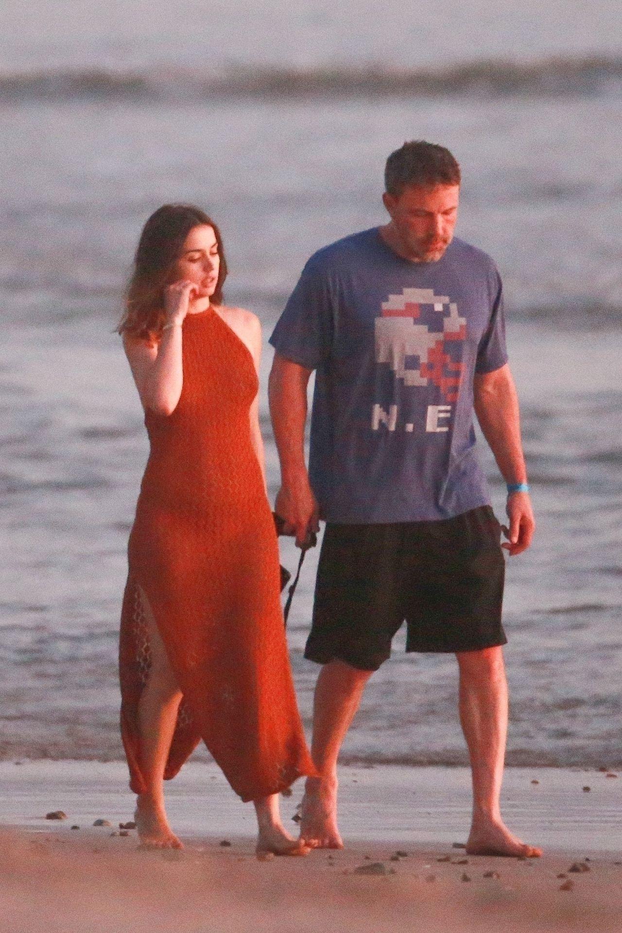 Ben Affleck & Ana De Armas Enjoy A Pda Moment During Romantic Beach Stroll In Costa Rica 0042