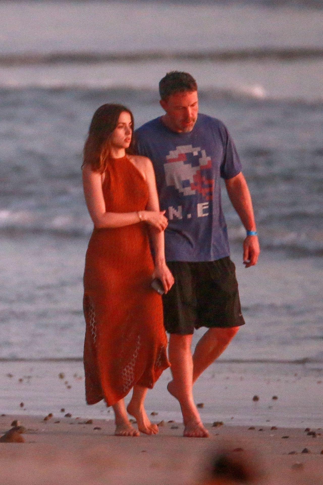 Ben Affleck & Ana De Armas Enjoy A Pda Moment During Romantic Beach Stroll In Costa Rica 0043