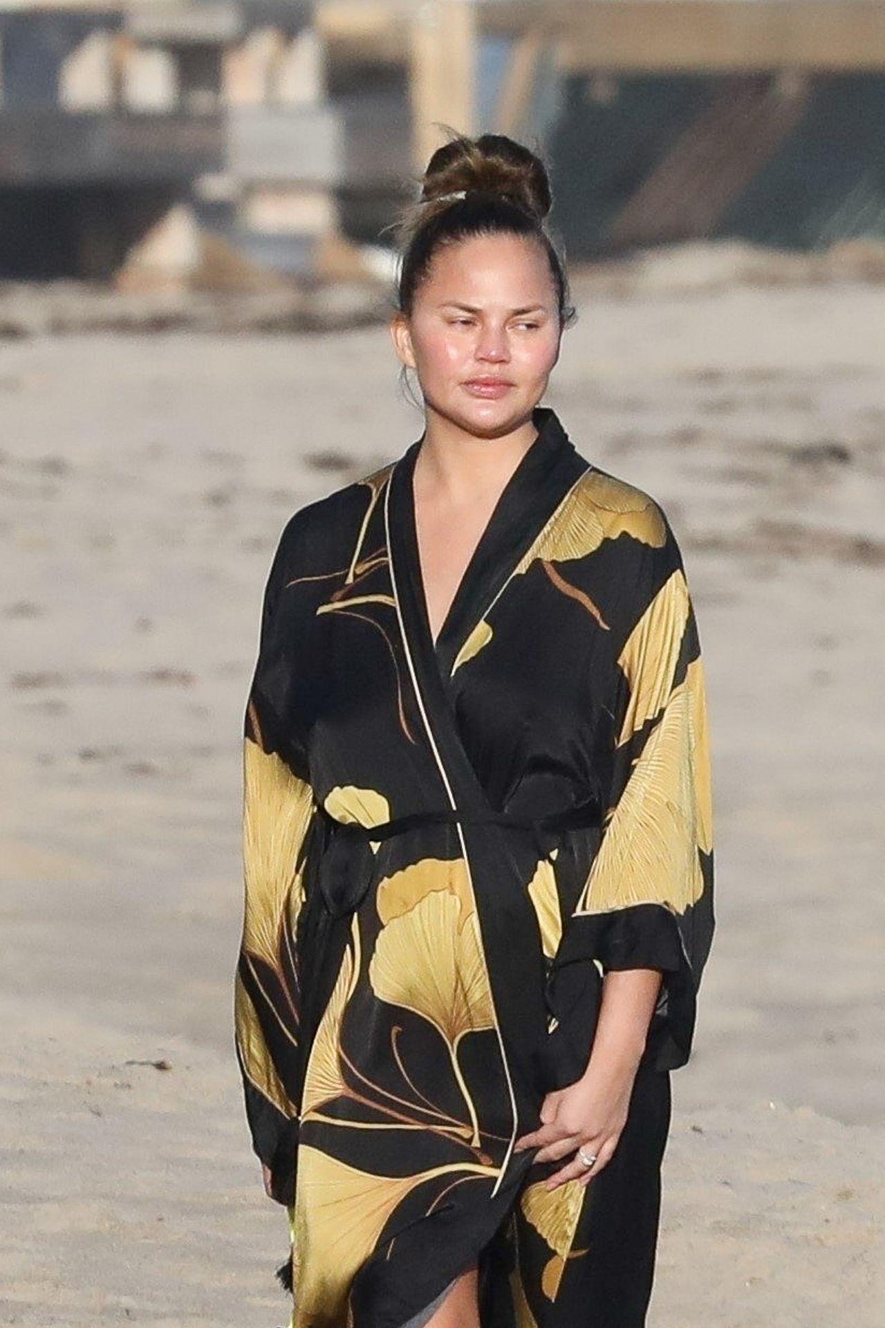 Chrissy Teigen Enjoys A Beach Day In Malibu Amid All Coronavirus Chaos 0008