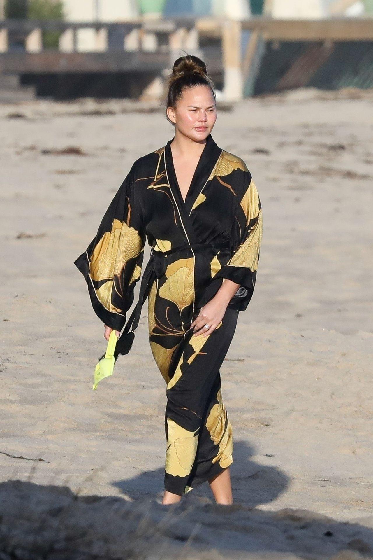Chrissy Teigen Enjoys A Beach Day In Malibu Amid All Coronavirus Chaos 0011
