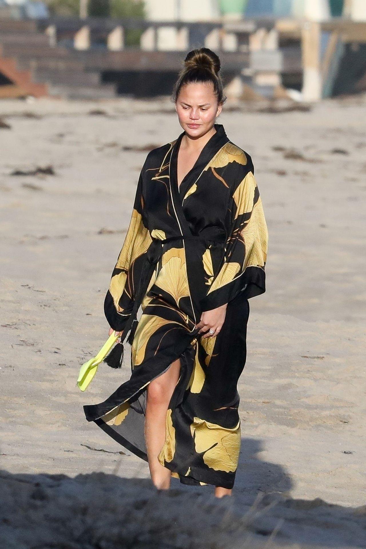 Chrissy Teigen Enjoys A Beach Day In Malibu Amid All Coronavirus Chaos 0013