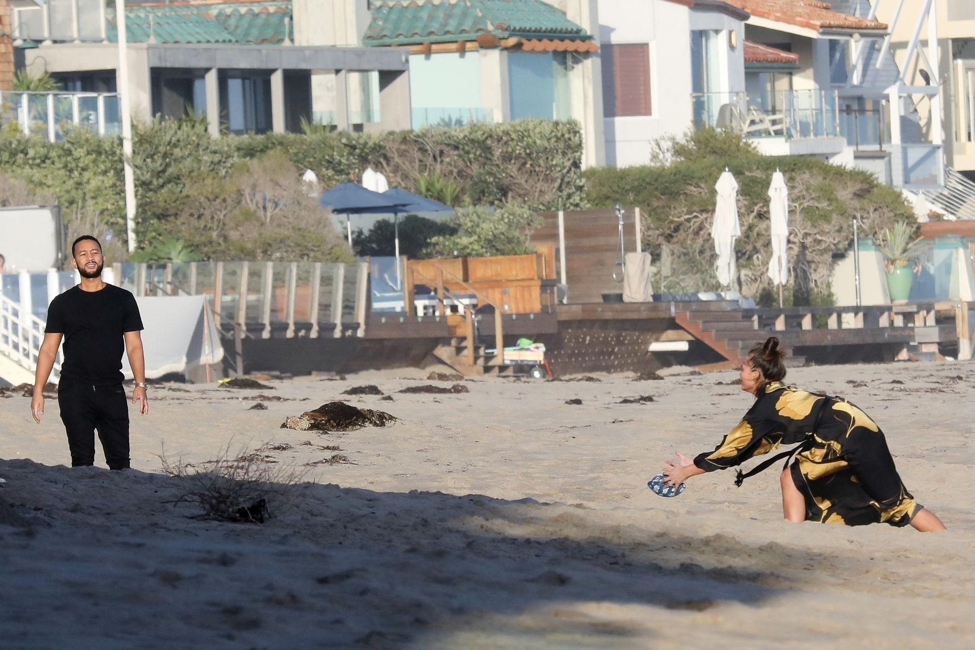 Chrissy Teigen Enjoys A Beach Day In Malibu Amid All Coronavirus Chaos 0023
