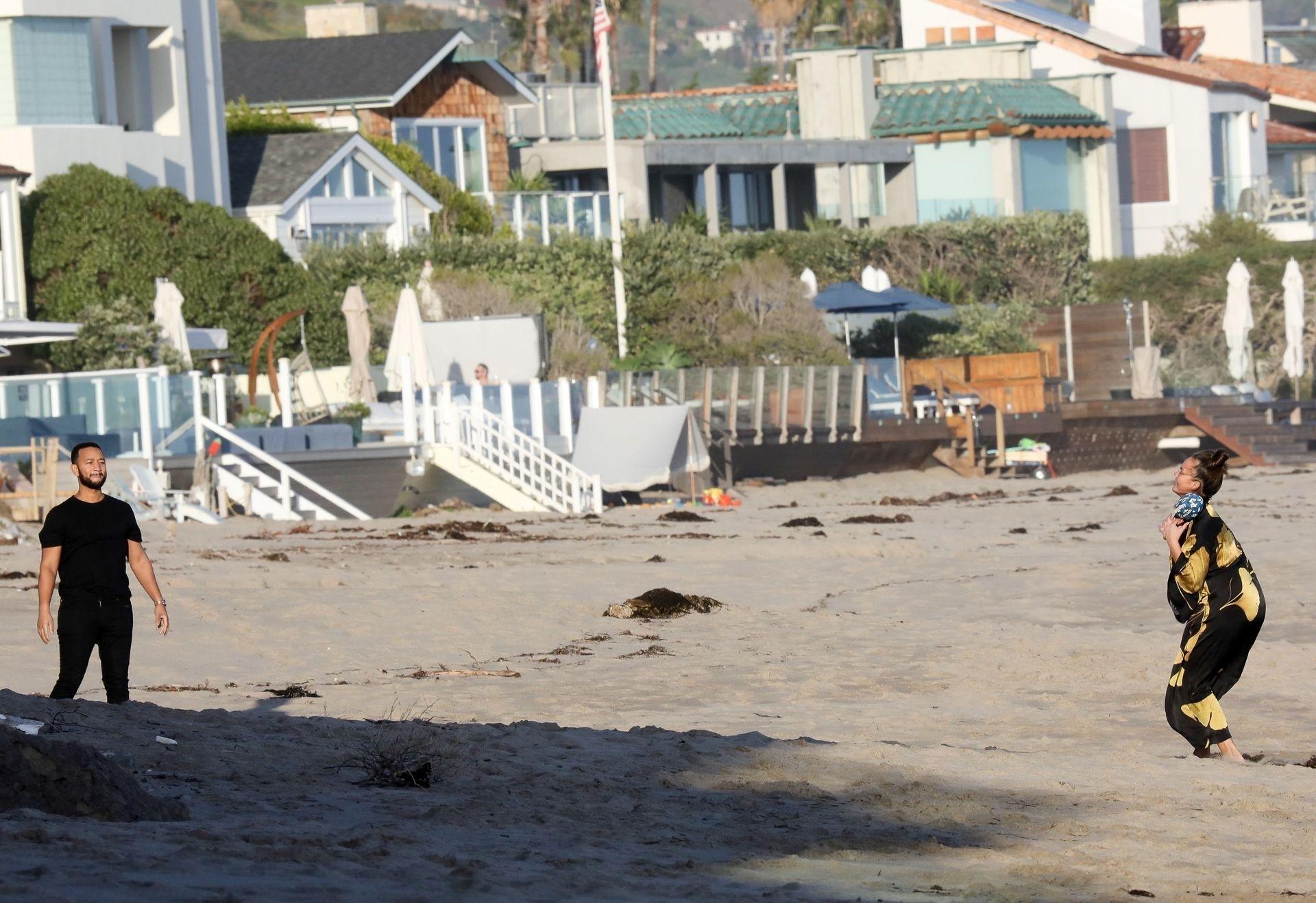 Chrissy Teigen Enjoys A Beach Day In Malibu Amid All Coronavirus Chaos 0027