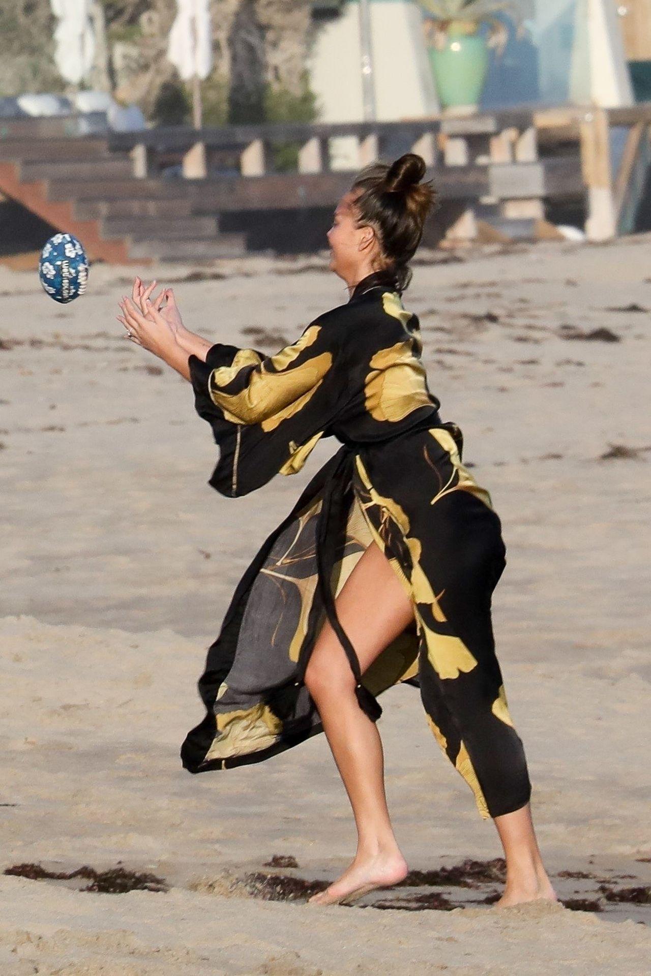Chrissy Teigen Enjoys A Beach Day In Malibu Amid All Coronavirus Chaos 0028