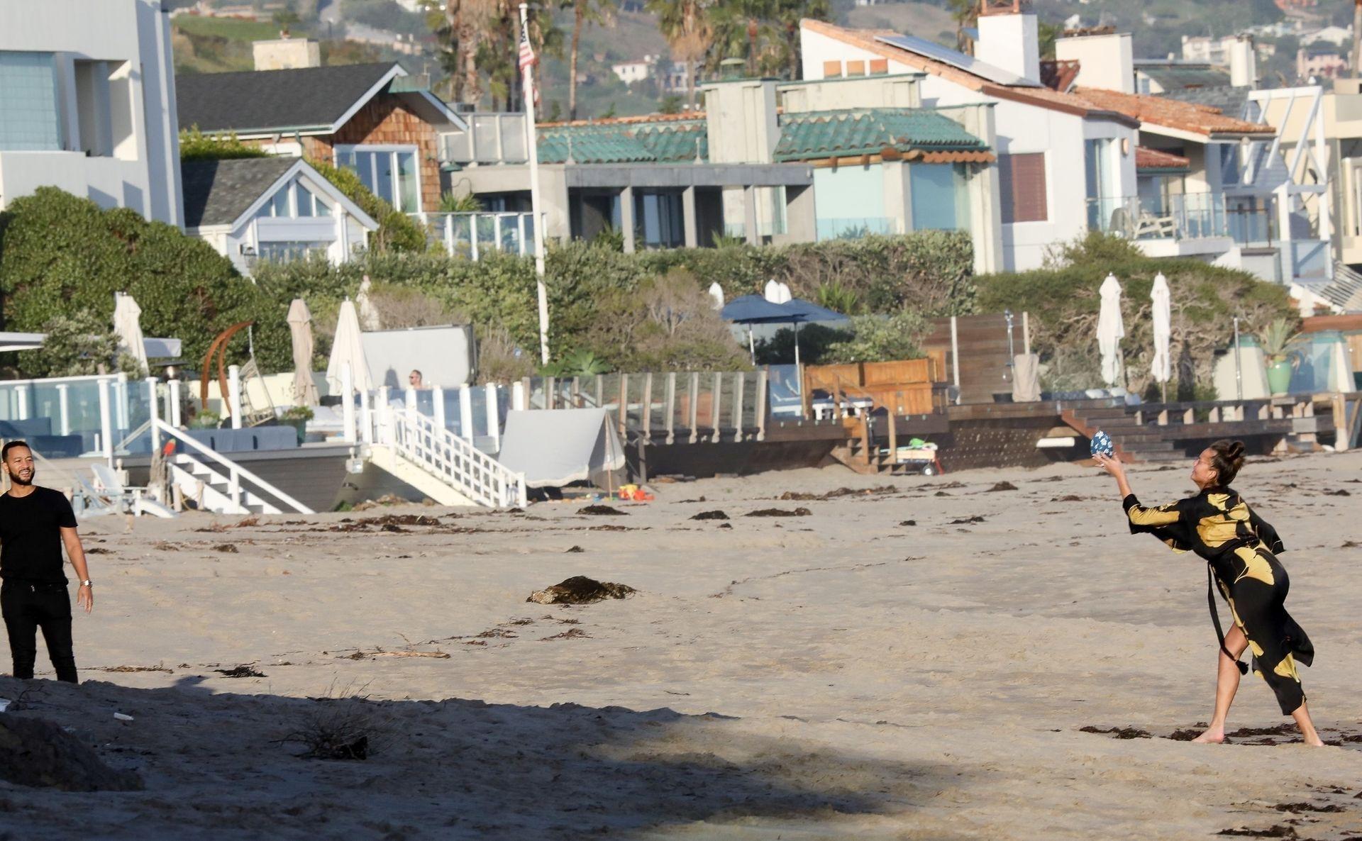 Chrissy Teigen Enjoys A Beach Day In Malibu Amid All Coronavirus Chaos 0030