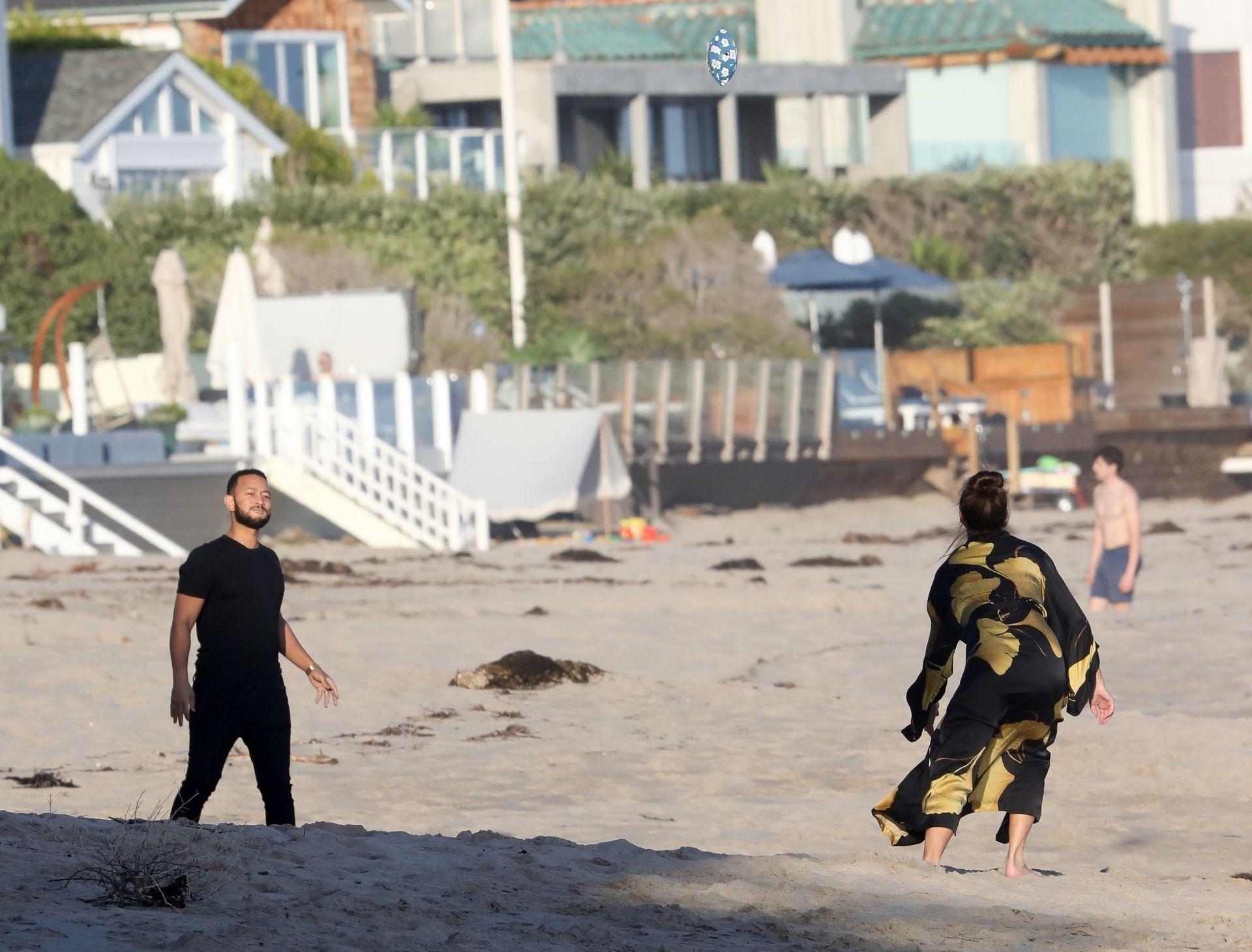 Chrissy Teigen Enjoys A Beach Day In Malibu Amid All Coronavirus Chaos 0031