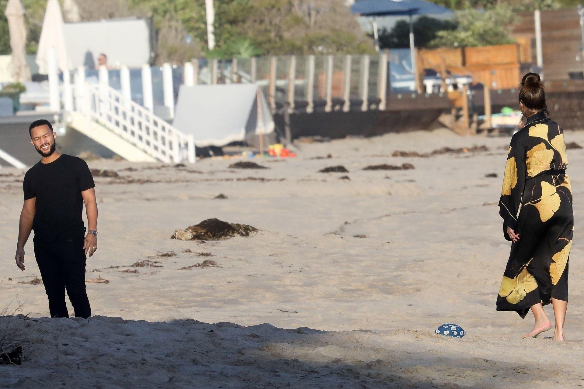 Chrissy Teigen Enjoys A Beach Day In Malibu Amid All Coronavirus Chaos 0034