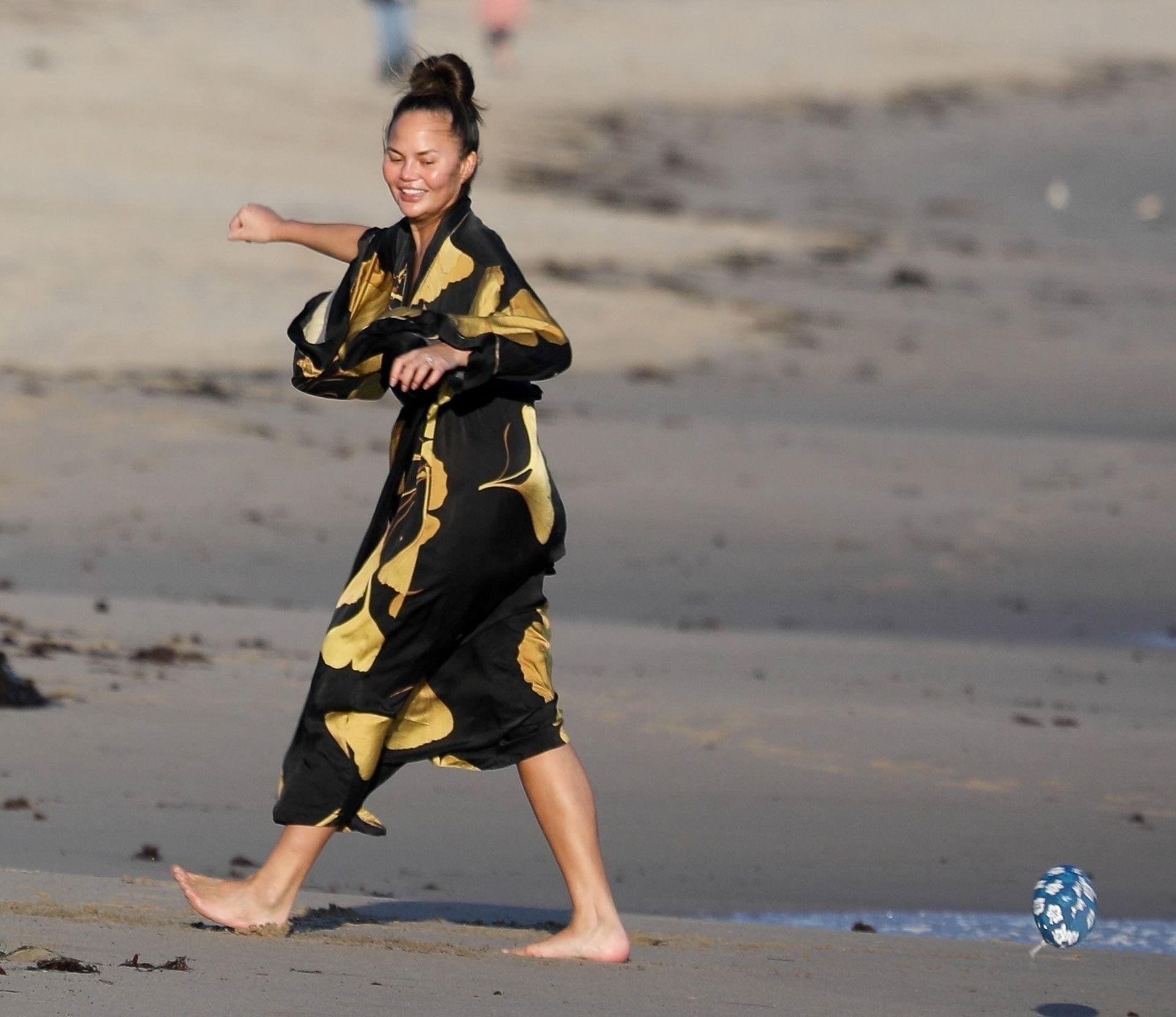 Chrissy Teigen Enjoys A Beach Day In Malibu Amid All Coronavirus Chaos 0035