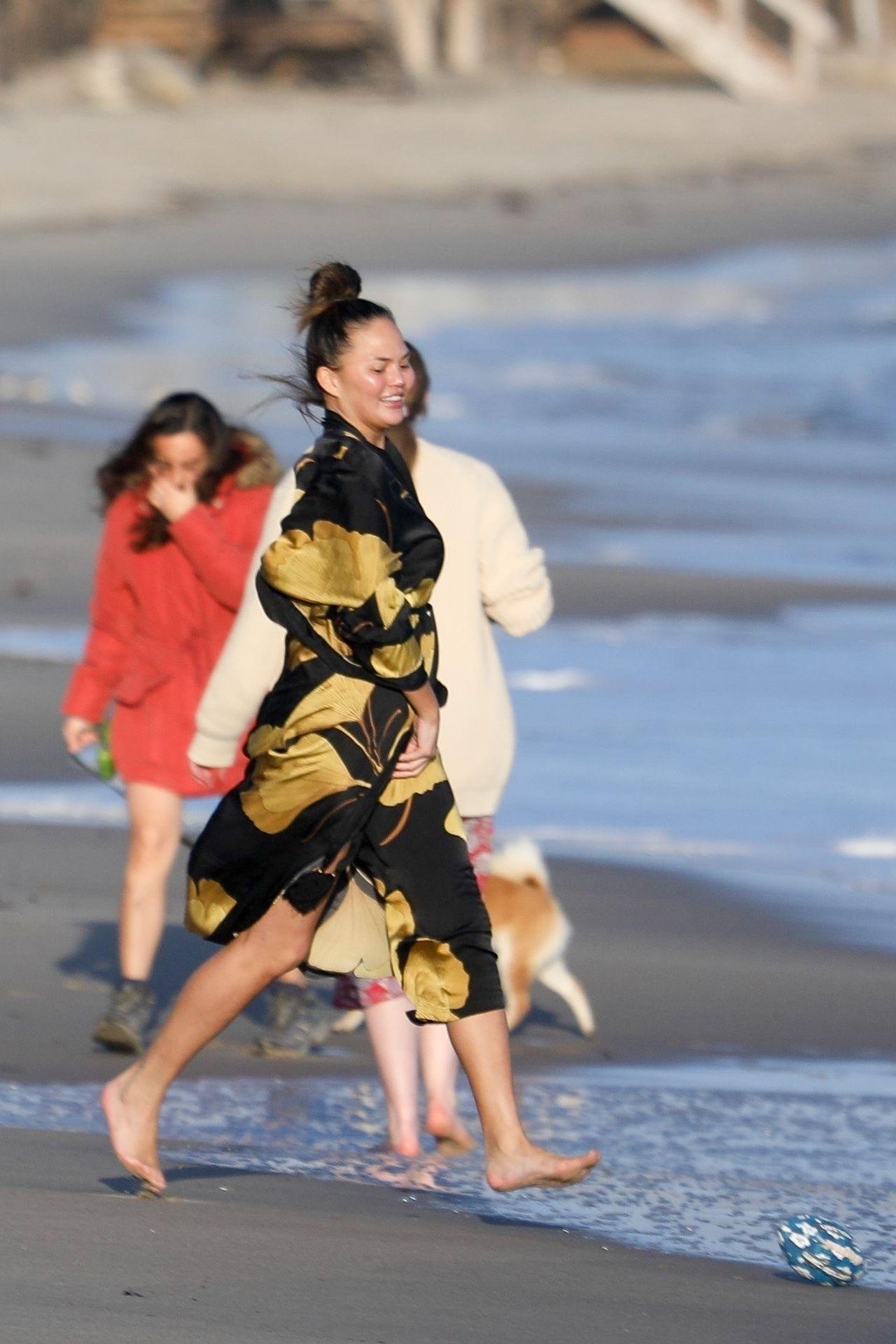 Chrissy Teigen Enjoys A Beach Day In Malibu Amid All Coronavirus Chaos 0037