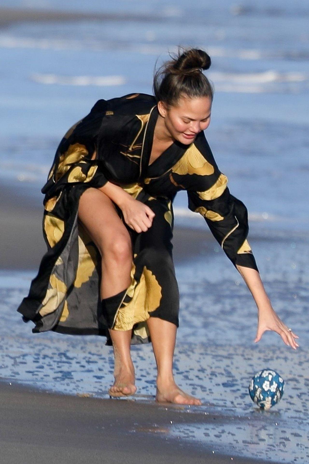 Chrissy Teigen Enjoys A Beach Day In Malibu Amid All Coronavirus Chaos 0040