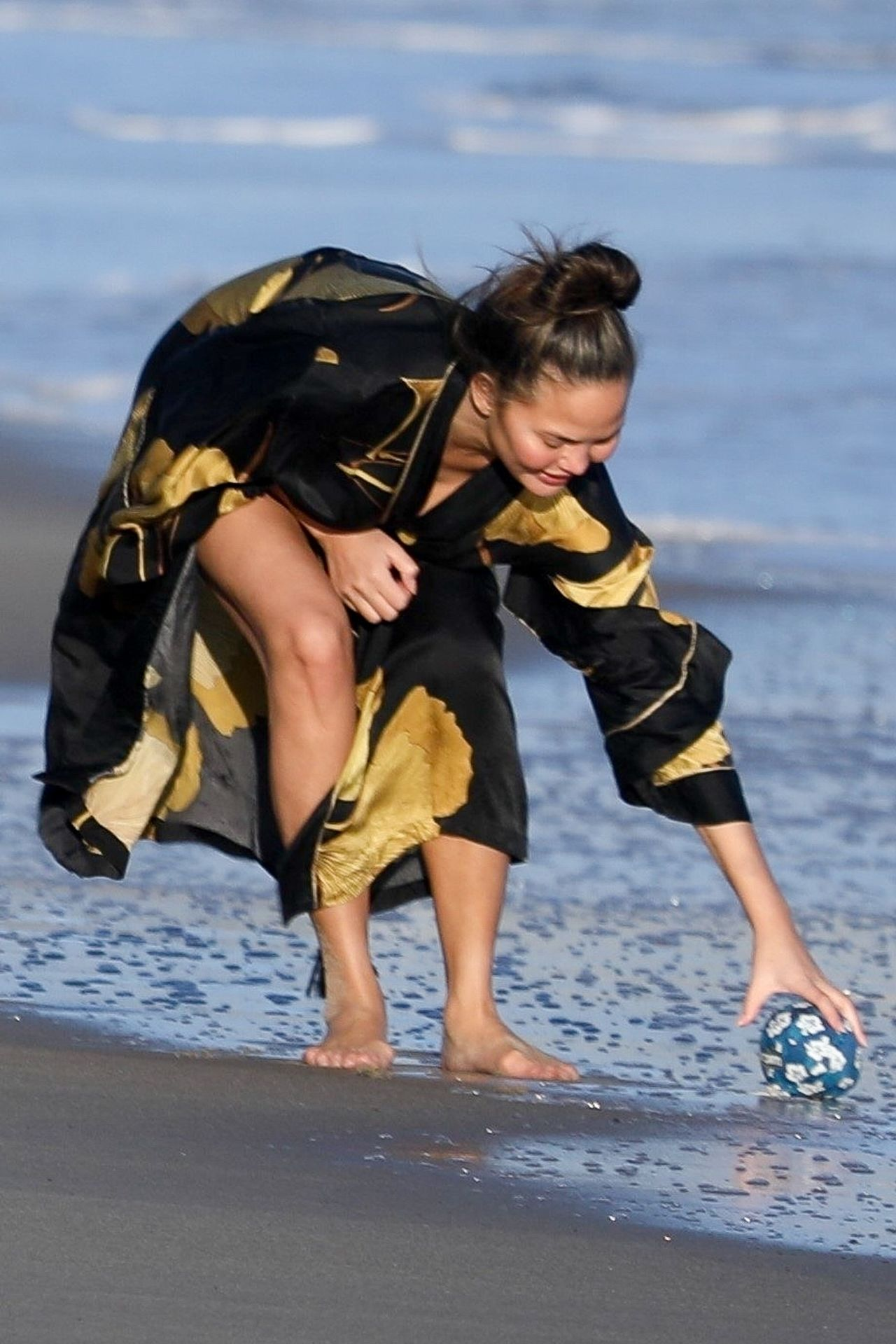 Chrissy Teigen Enjoys A Beach Day In Malibu Amid All Coronavirus Chaos 0041