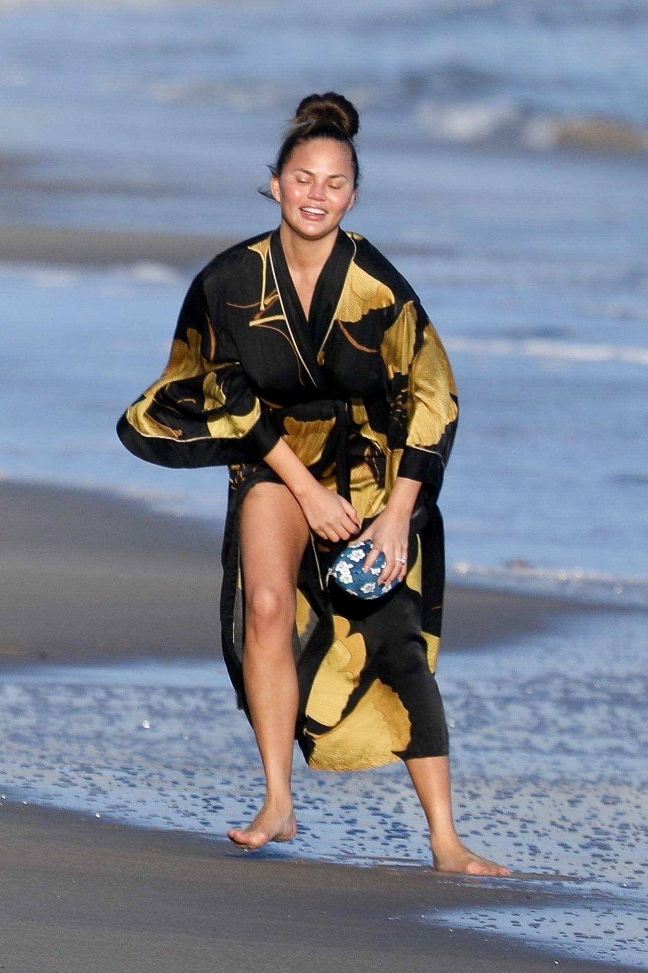 Chrissy Teigen Enjoys A Beach Day In Malibu Amid All Coronavirus Chaos 0044