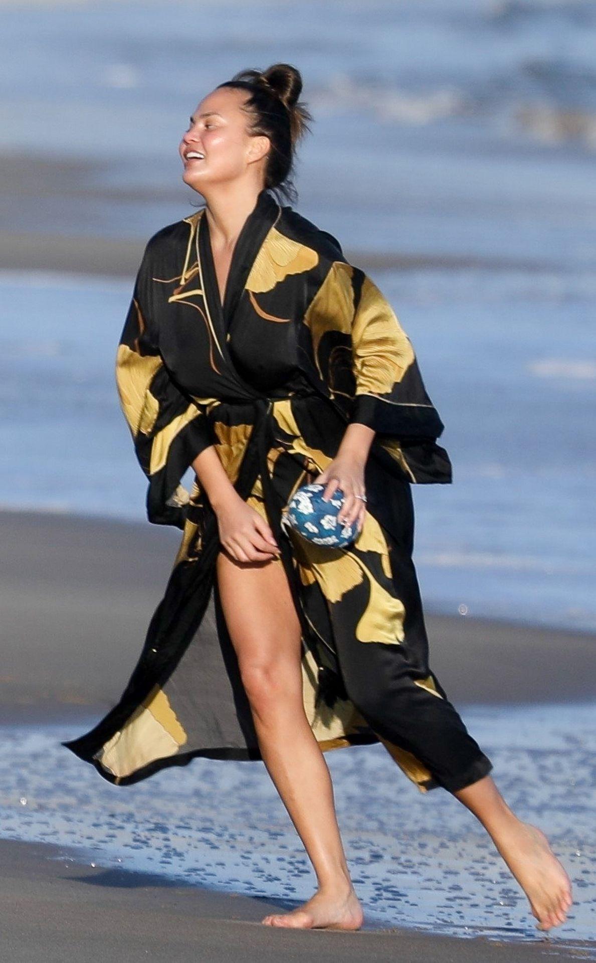 Chrissy Teigen Enjoys A Beach Day In Malibu Amid All Coronavirus Chaos 0045