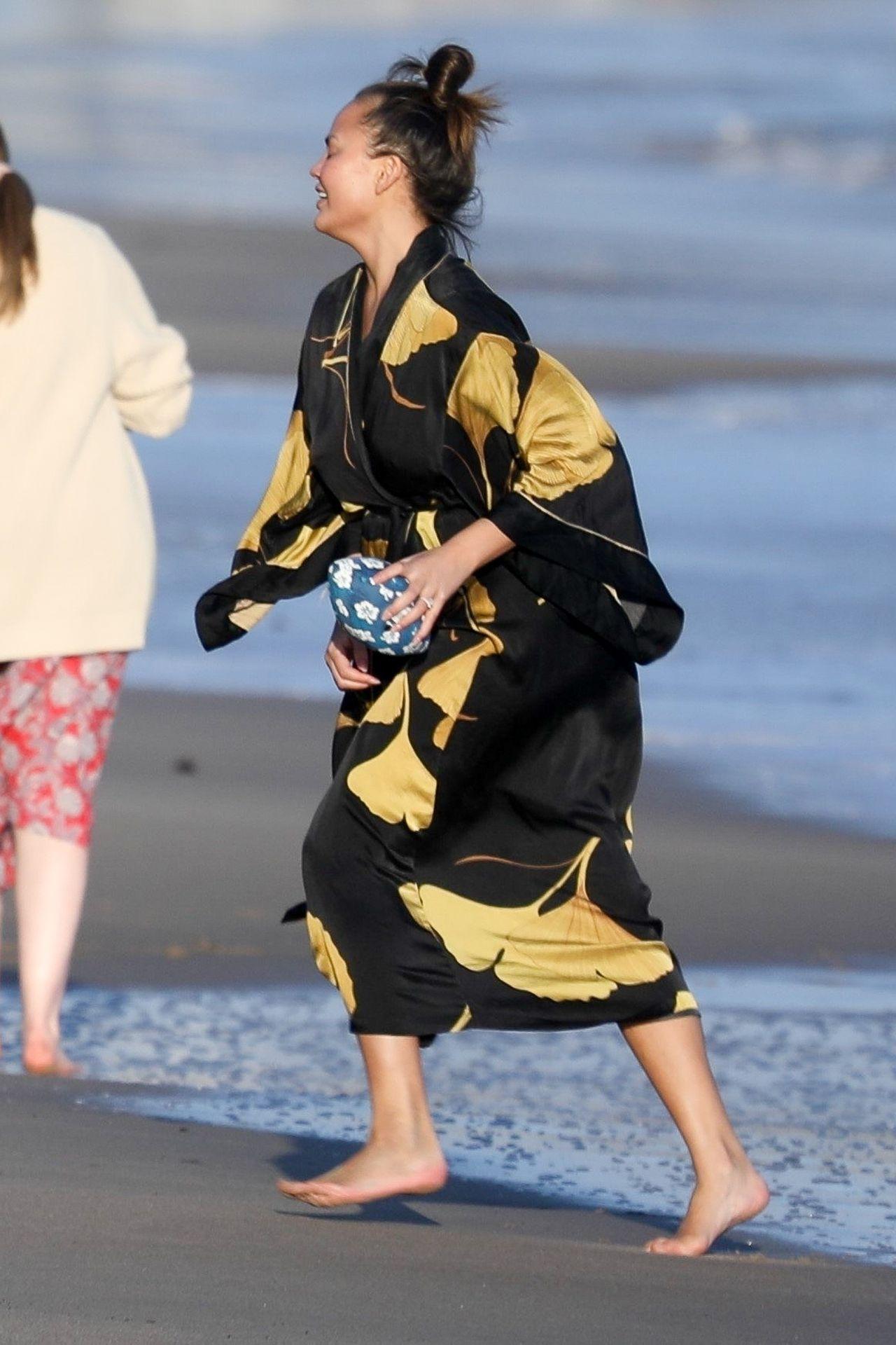 Chrissy Teigen Enjoys A Beach Day In Malibu Amid All Coronavirus Chaos 0046