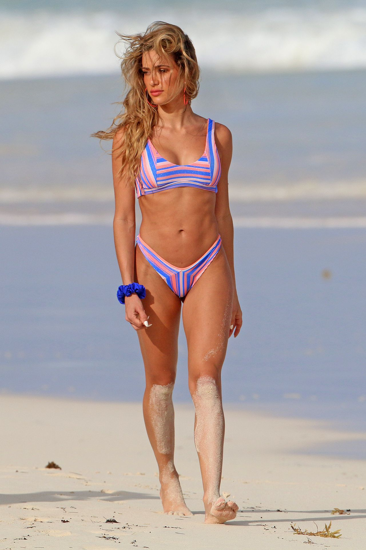 Cindy Prado Shows Off Her Fantastic Body While Doing A Photoshoot In Cancun 0005