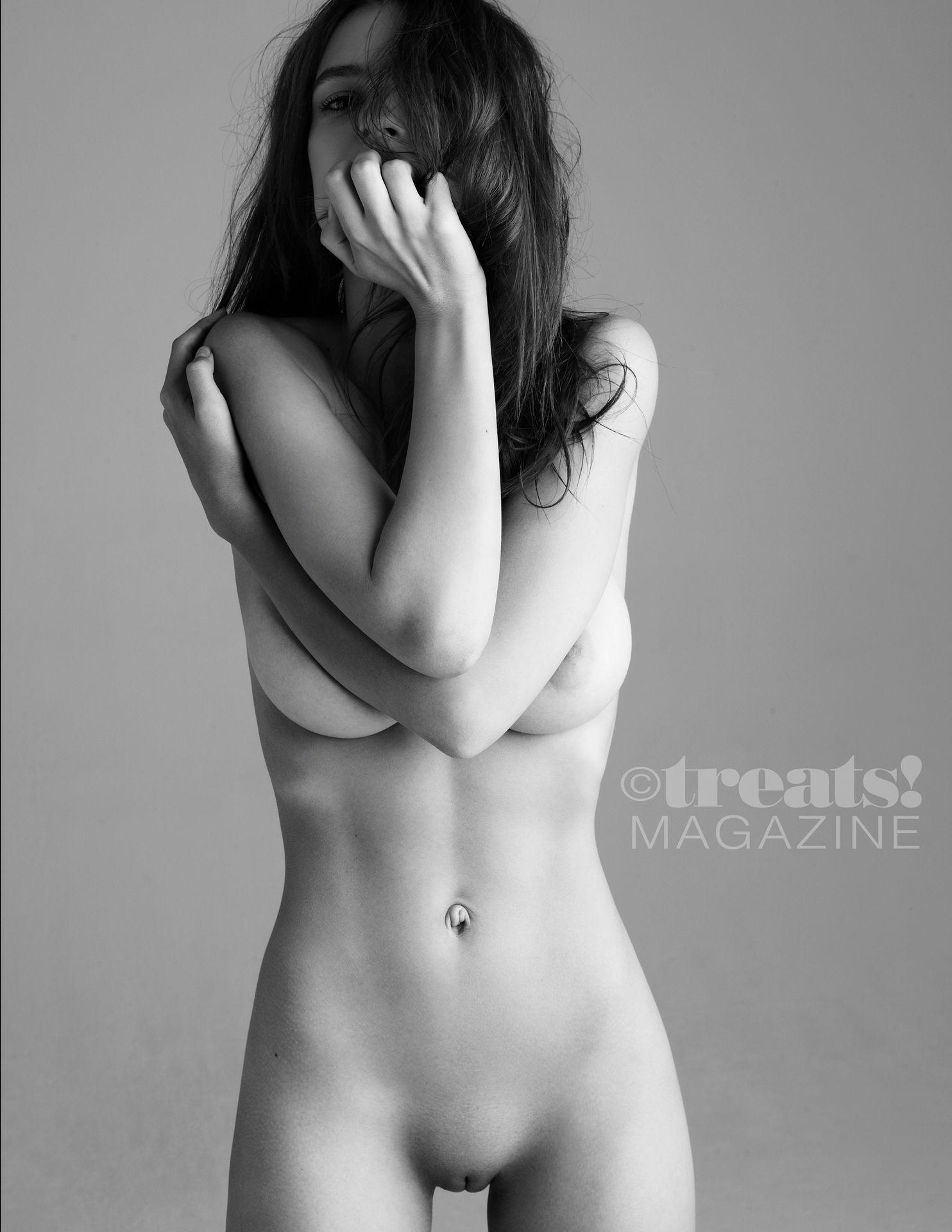 Emily Ratajkowski Nude – Treats! Outtakes 0008