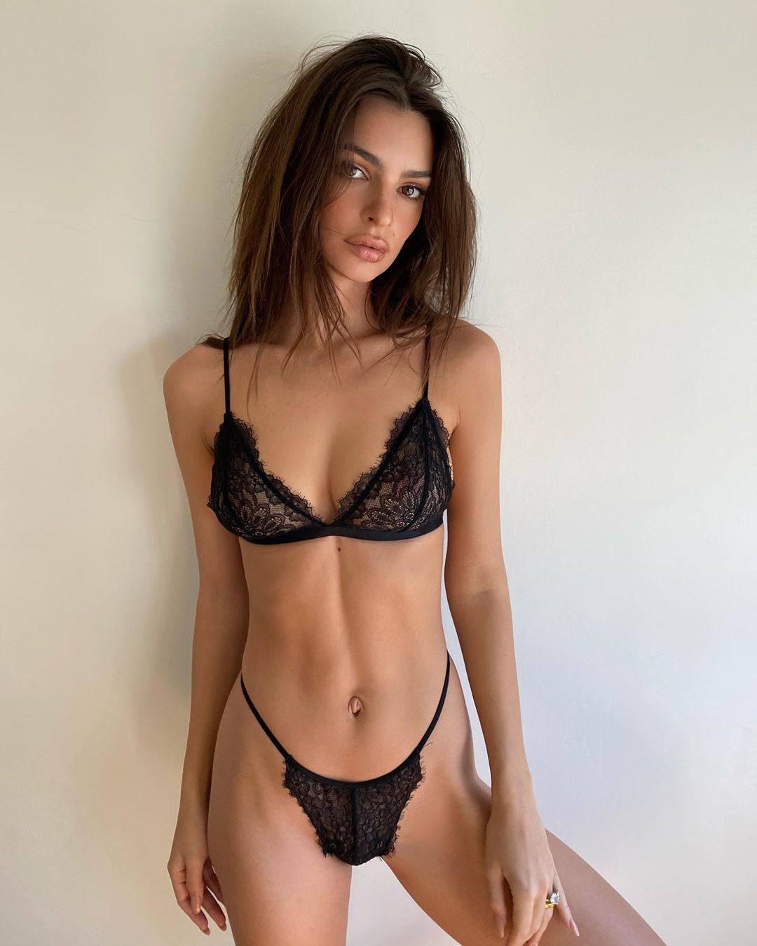Emily Ratajkowski Perfect Body In Tiny Black Lingerie 0001