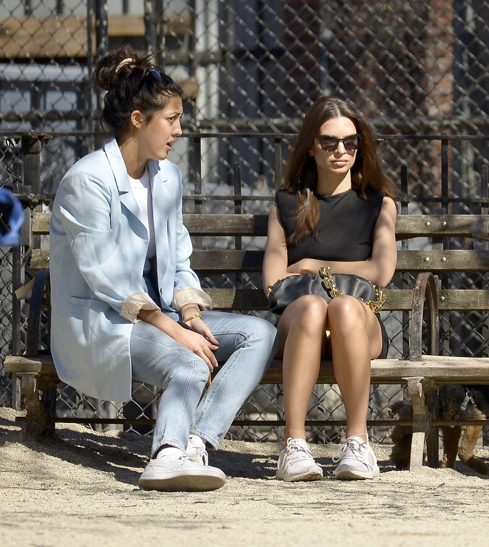 Emily Ratajkowski Takes Her Dog To A Dog Park In New York City 0028