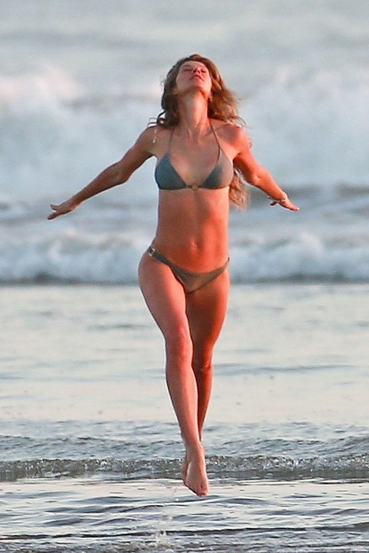 Gisele Bündchen Is Seen Enjoying The Warm Weather In Costa Rica 0001