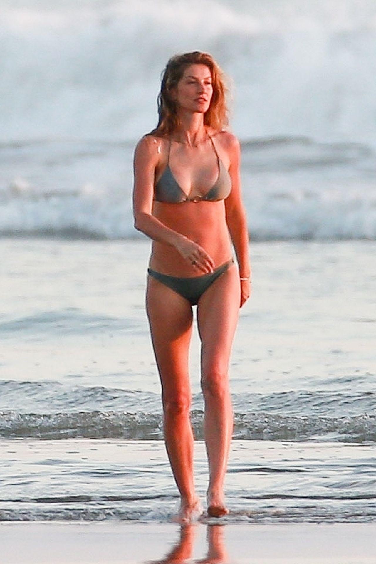 Gisele Bündchen Is Seen Enjoying The Warm Weather In Costa Rica 0003
