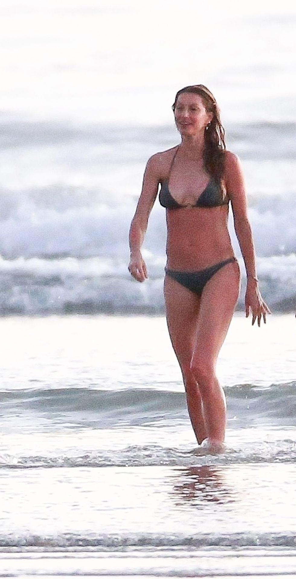Gisele Bündchen Is Seen Enjoying The Warm Weather In Costa Rica 0007