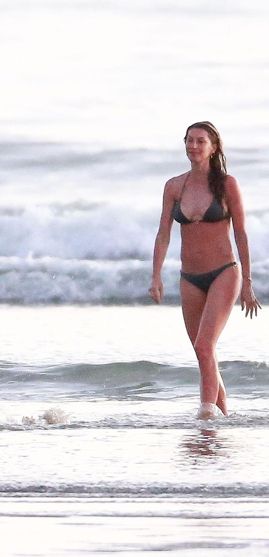 Gisele Bündchen Is Seen Enjoying The Warm Weather In Costa Rica 0009