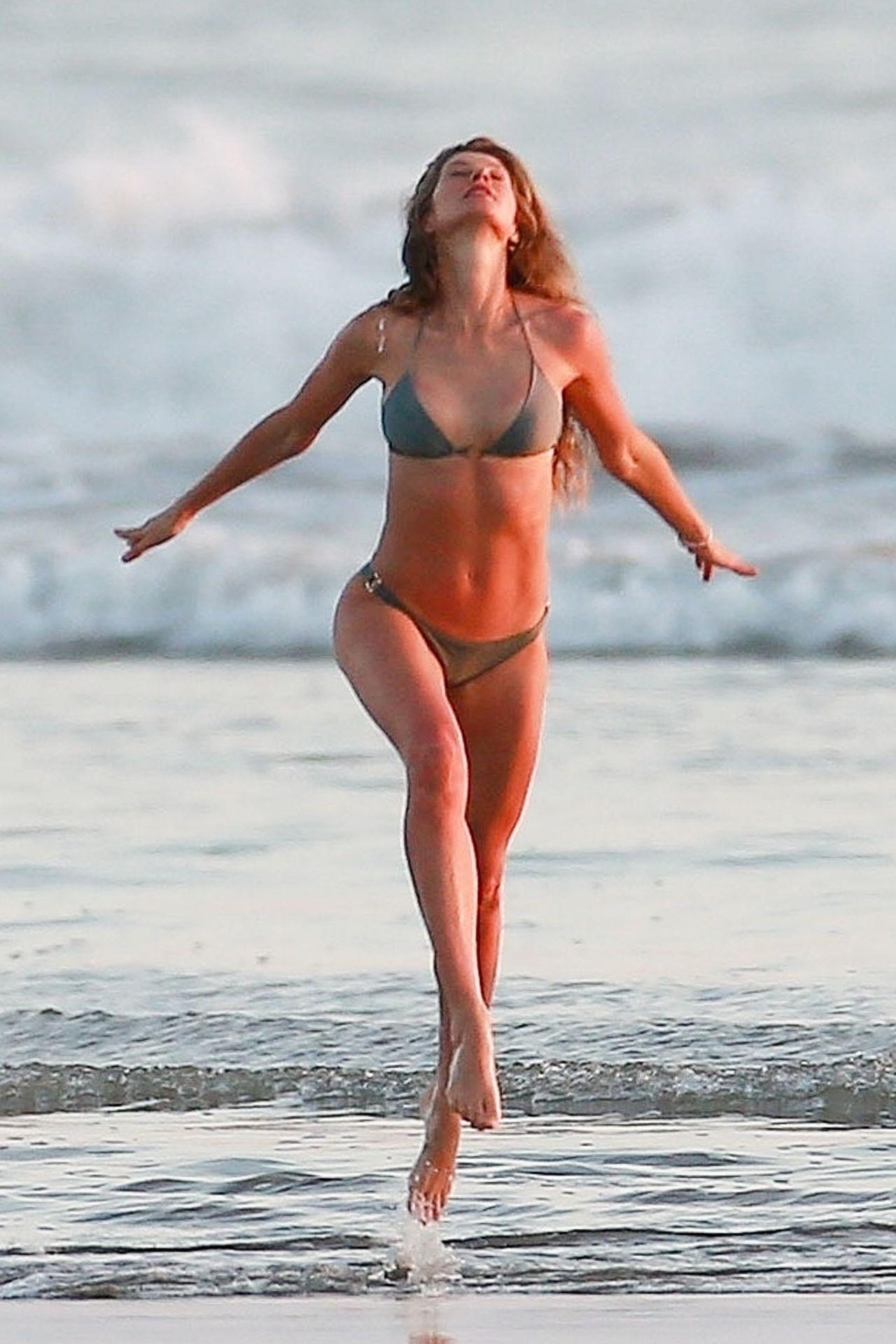 Gisele Bündchen Is Seen Enjoying The Warm Weather In Costa Rica 0015