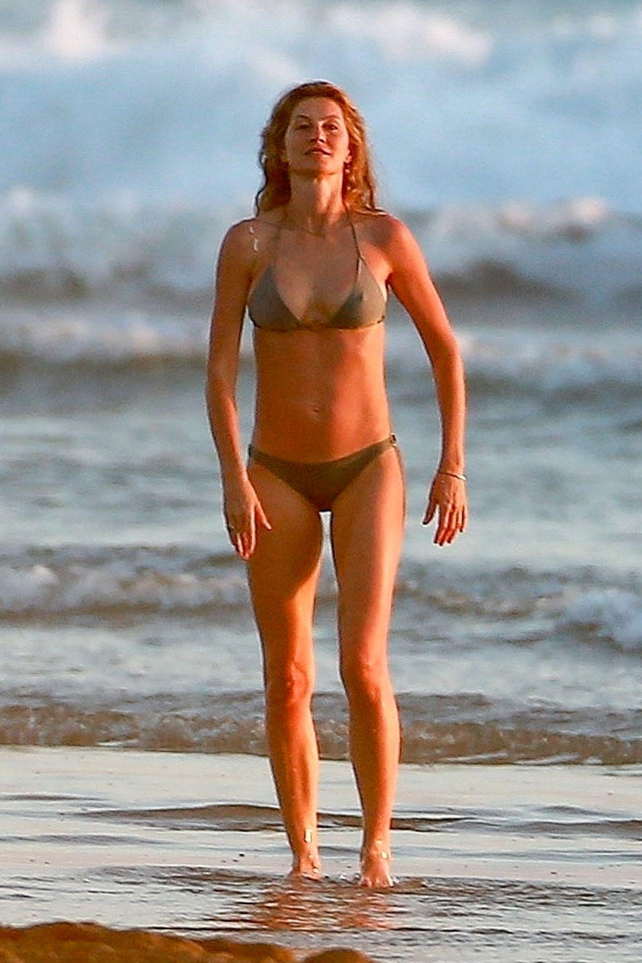 Gisele Bündchen Is Seen Enjoying The Warm Weather In Costa Rica 0017