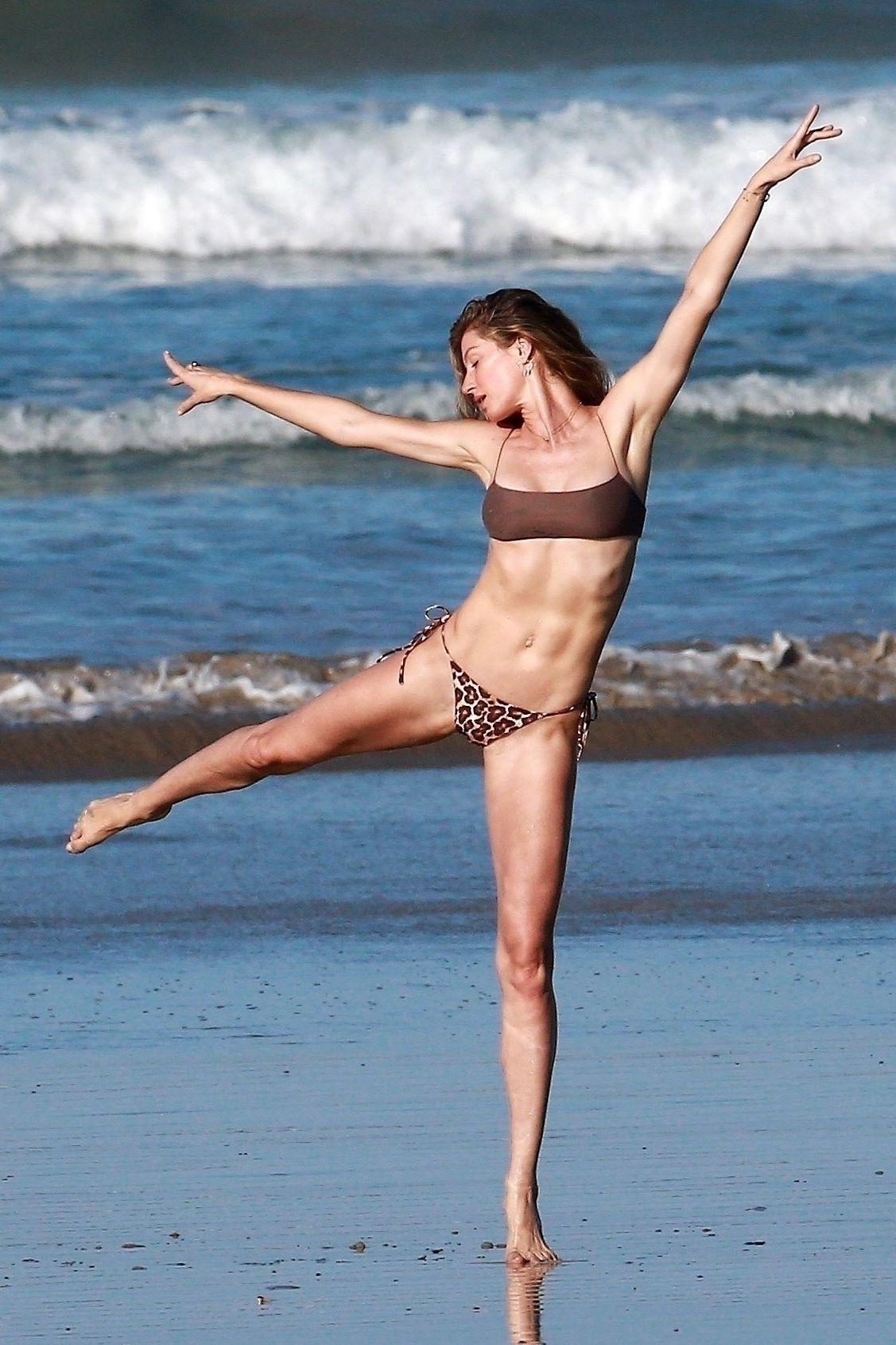 Gisele Bundchen Puts Her Incredible Bikini Body On Display During A Beach Photoshoot 0004