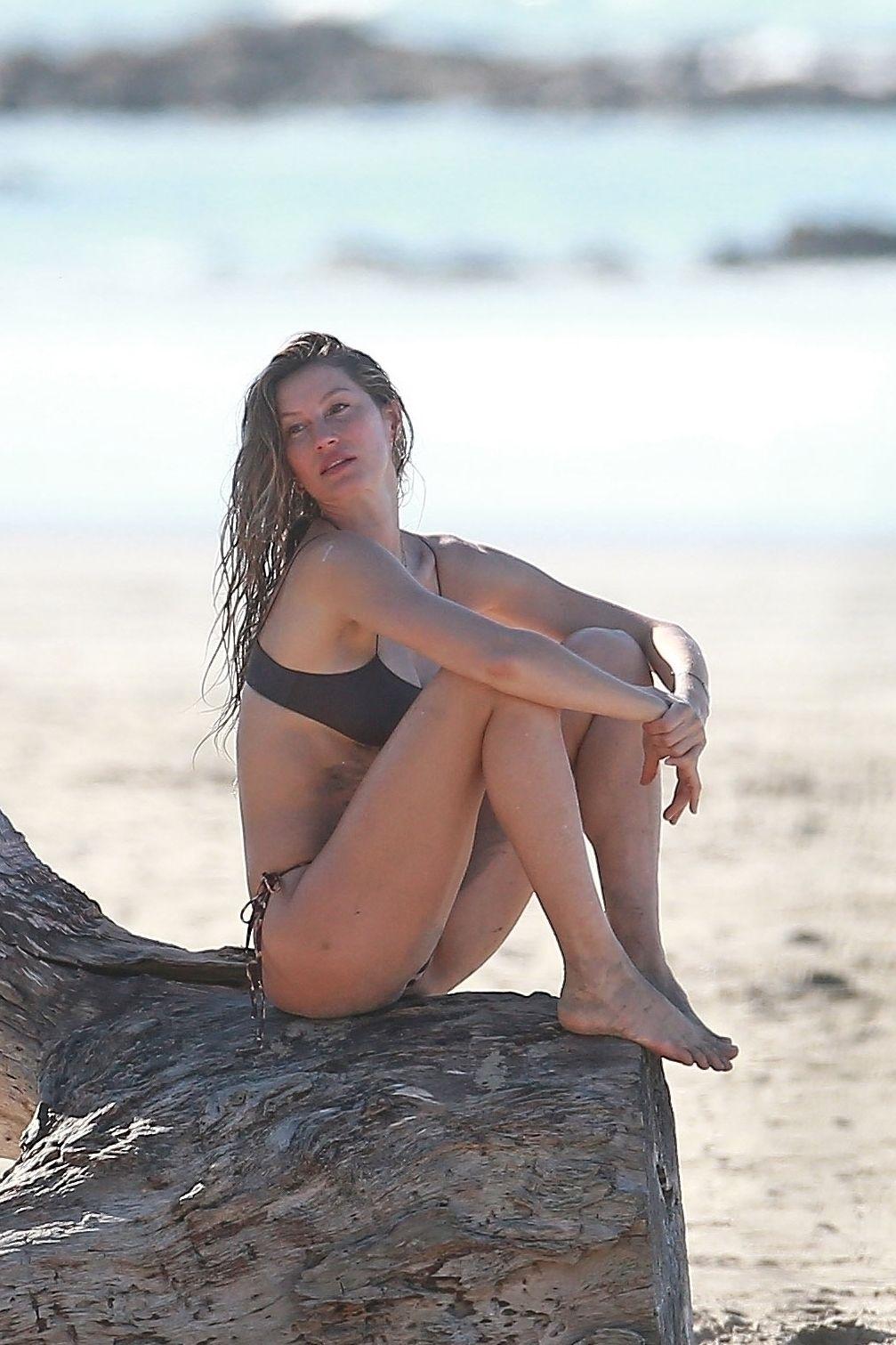 Gisele Bundchen Puts Her Incredible Bikini Body On Display During A Beach Photoshoot 0005