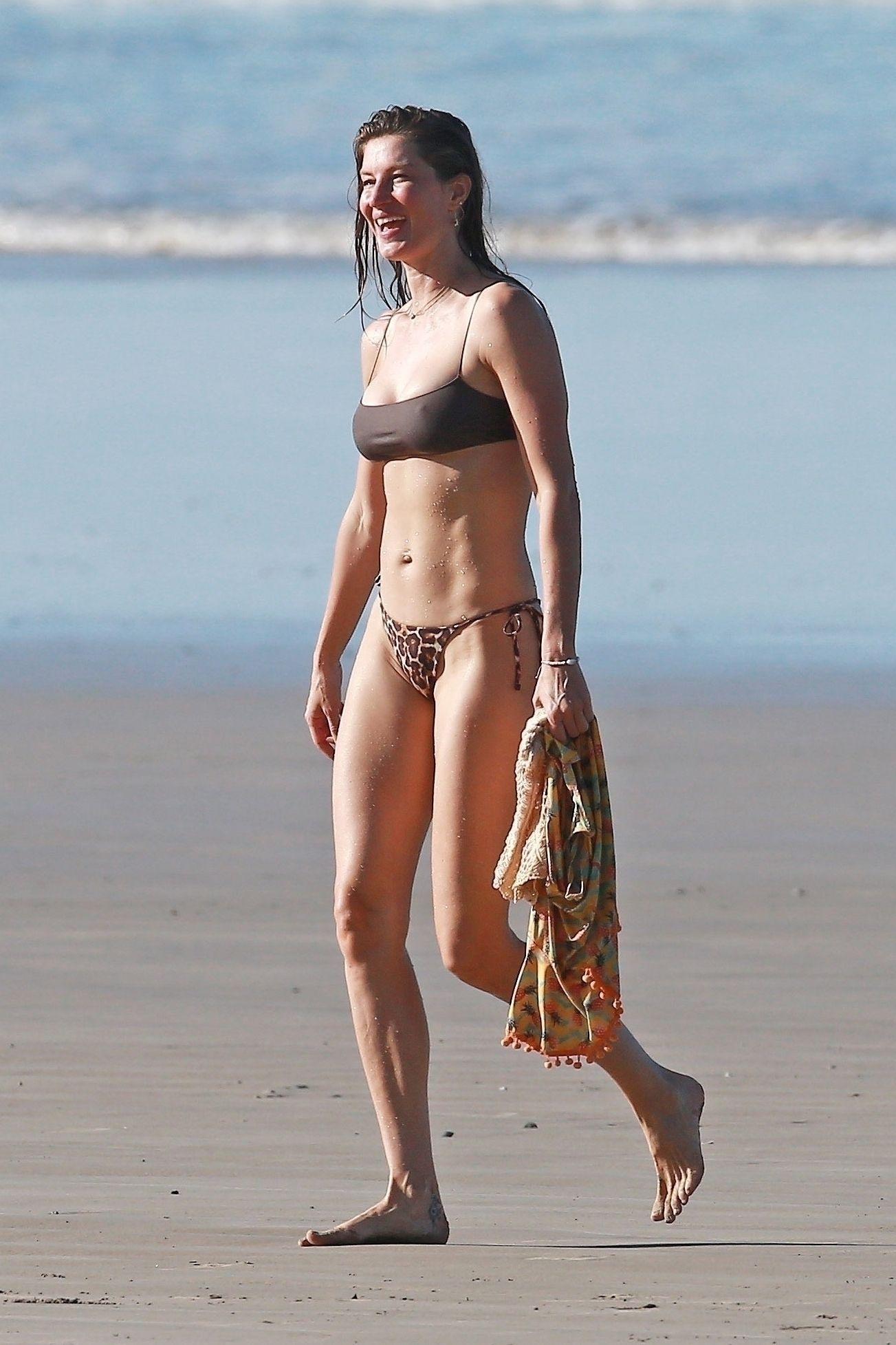 Gisele Bundchen Puts Her Incredible Bikini Body On Display During A Beach Photoshoot 0010