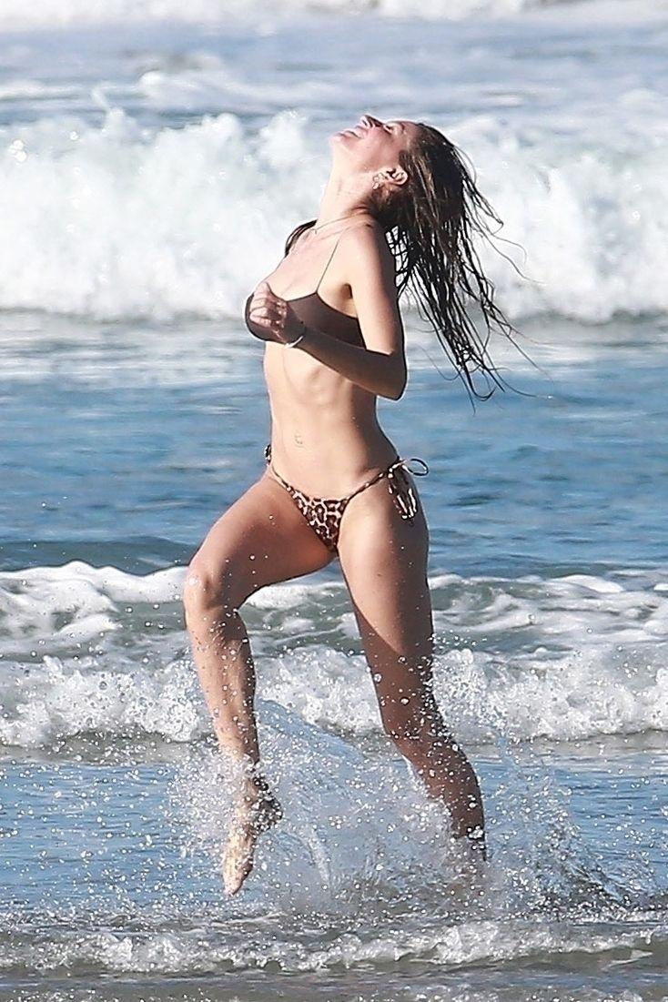Gisele Bundchen Puts Her Incredible Bikini Body On Display During A Beach Photoshoot 0011