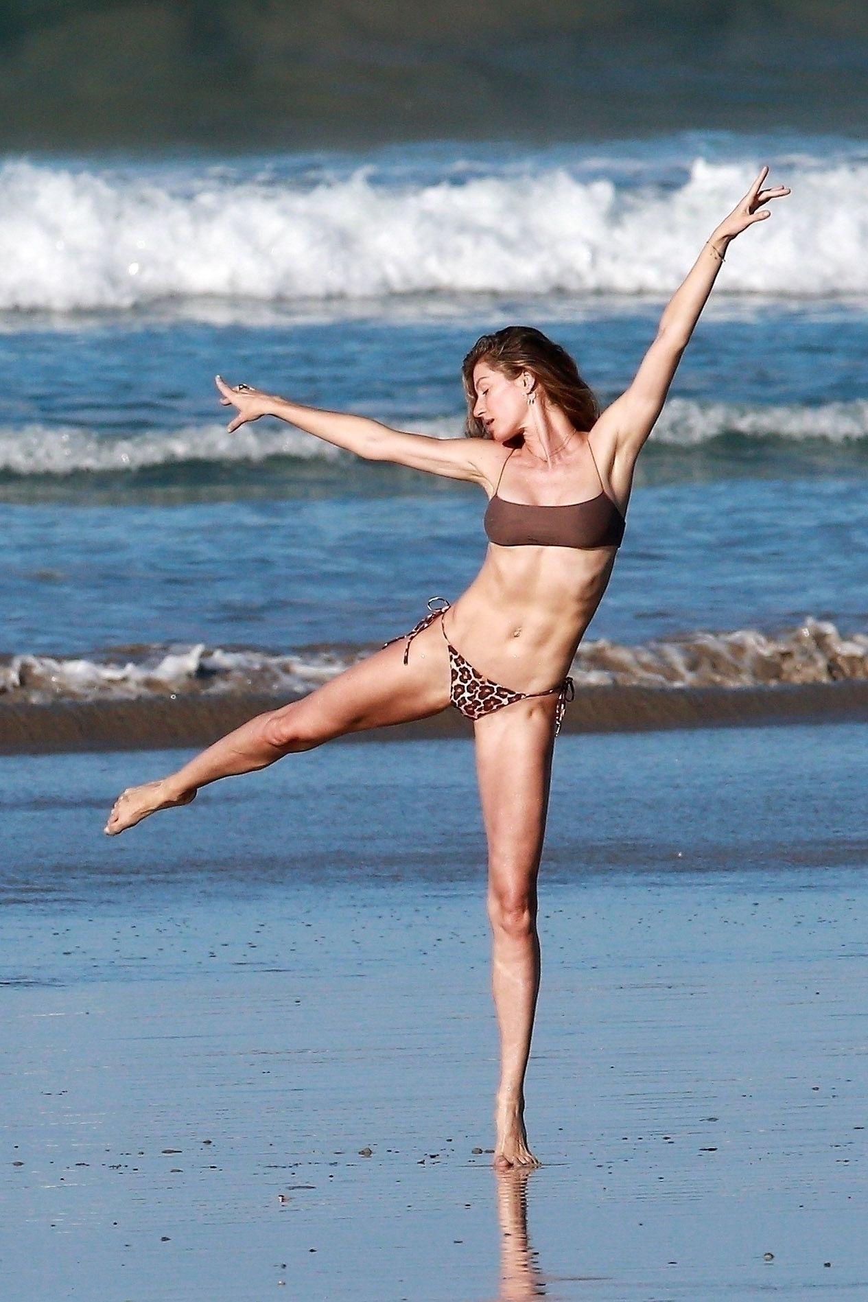 Gisele Bundchen Puts Her Incredible Bikini Body On Display During A Beach Photoshoot 0015
