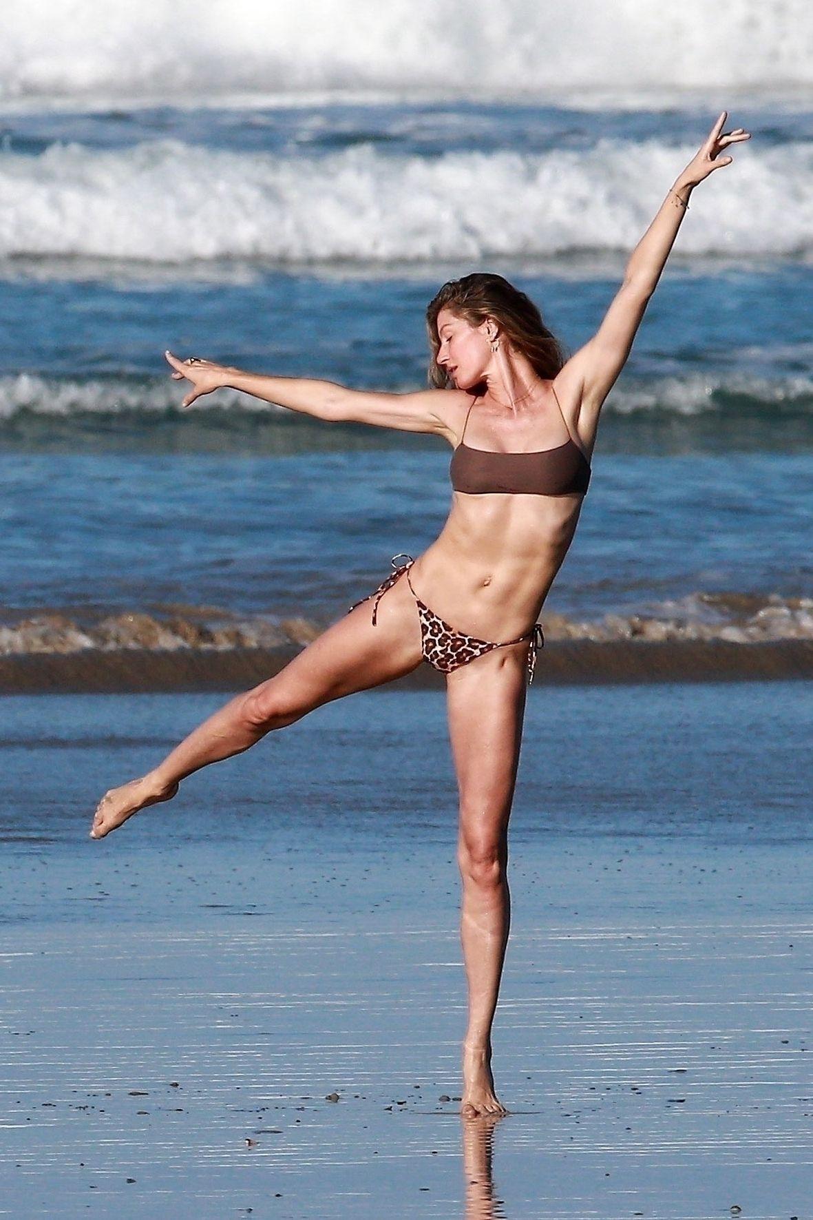 Gisele Bundchen Puts Her Incredible Bikini Body On Display During A Beach Photoshoot 0016