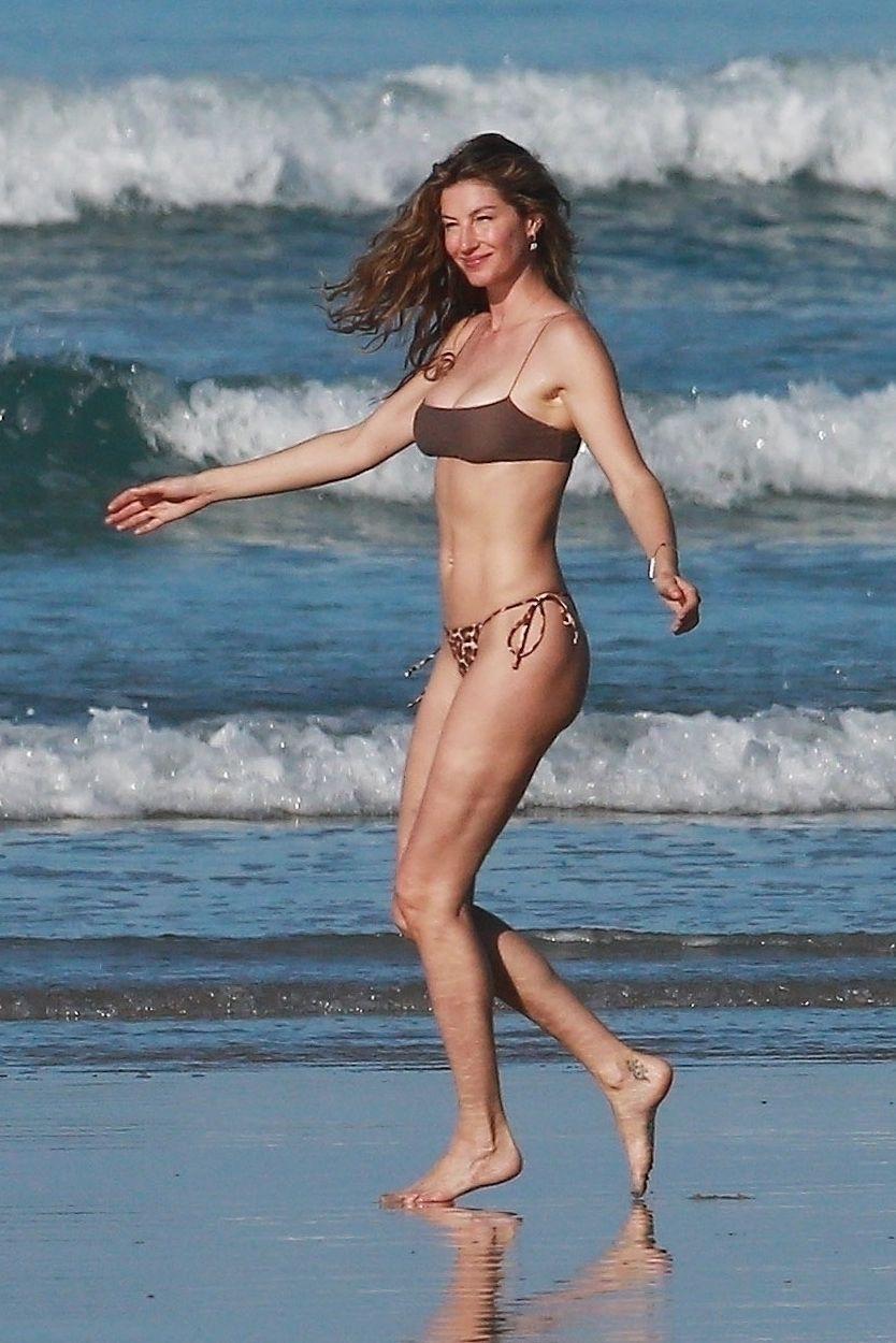 Gisele Bundchen Puts Her Incredible Bikini Body On Display During A Beach Photoshoot 0020