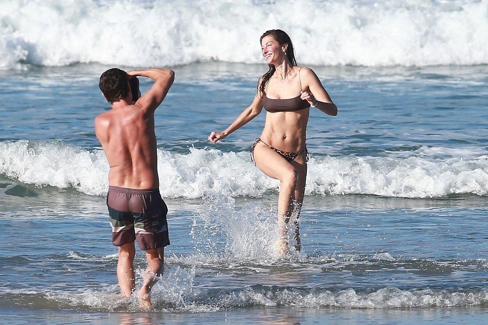 Gisele Bundchen Puts Her Incredible Bikini Body On Display During A Beach Photoshoot 0023