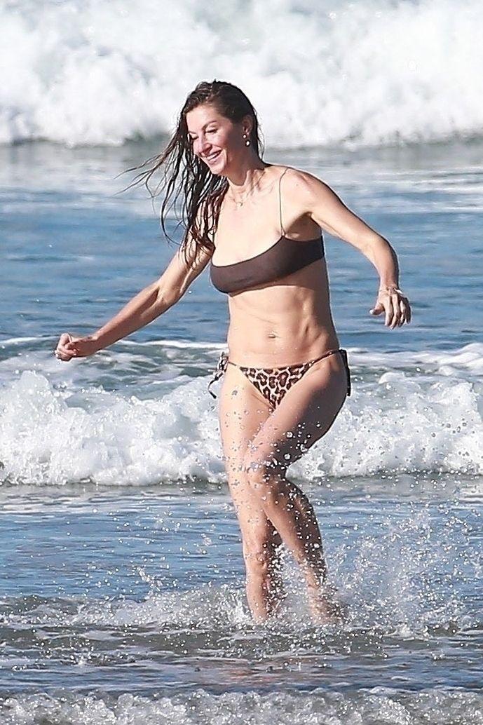 Gisele Bundchen Puts Her Incredible Bikini Body On Display During A Beach Photoshoot 0025
